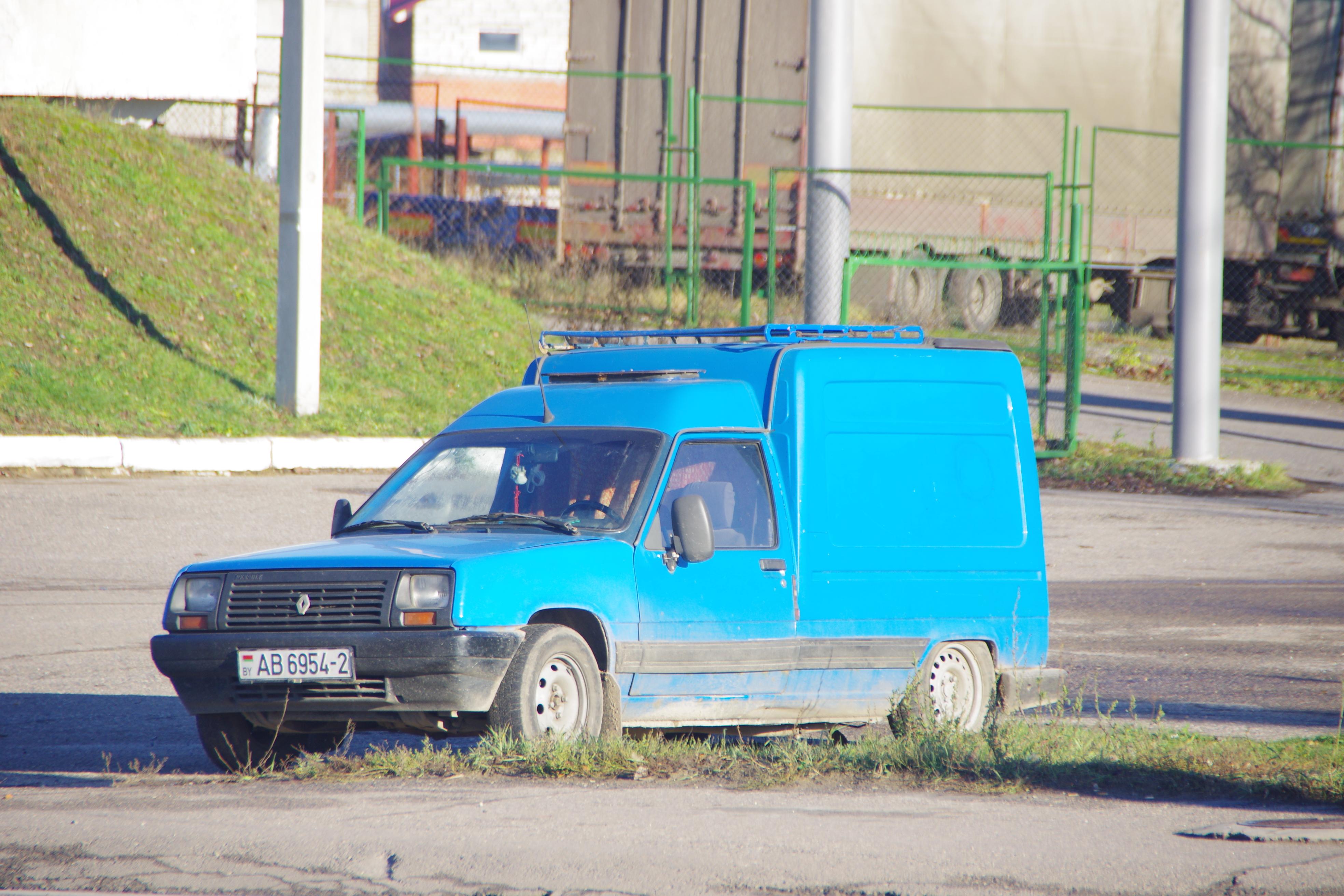 File Renault Pickup Cars In Belarus 11071465023 Jpg Wikimedia