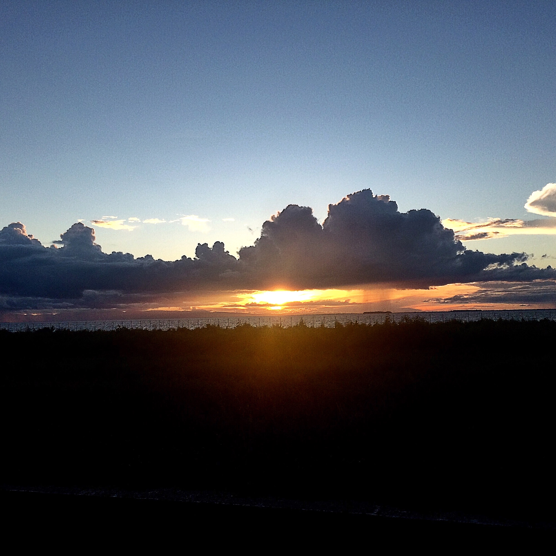 File:Senja di Timur Indonesia.jpg