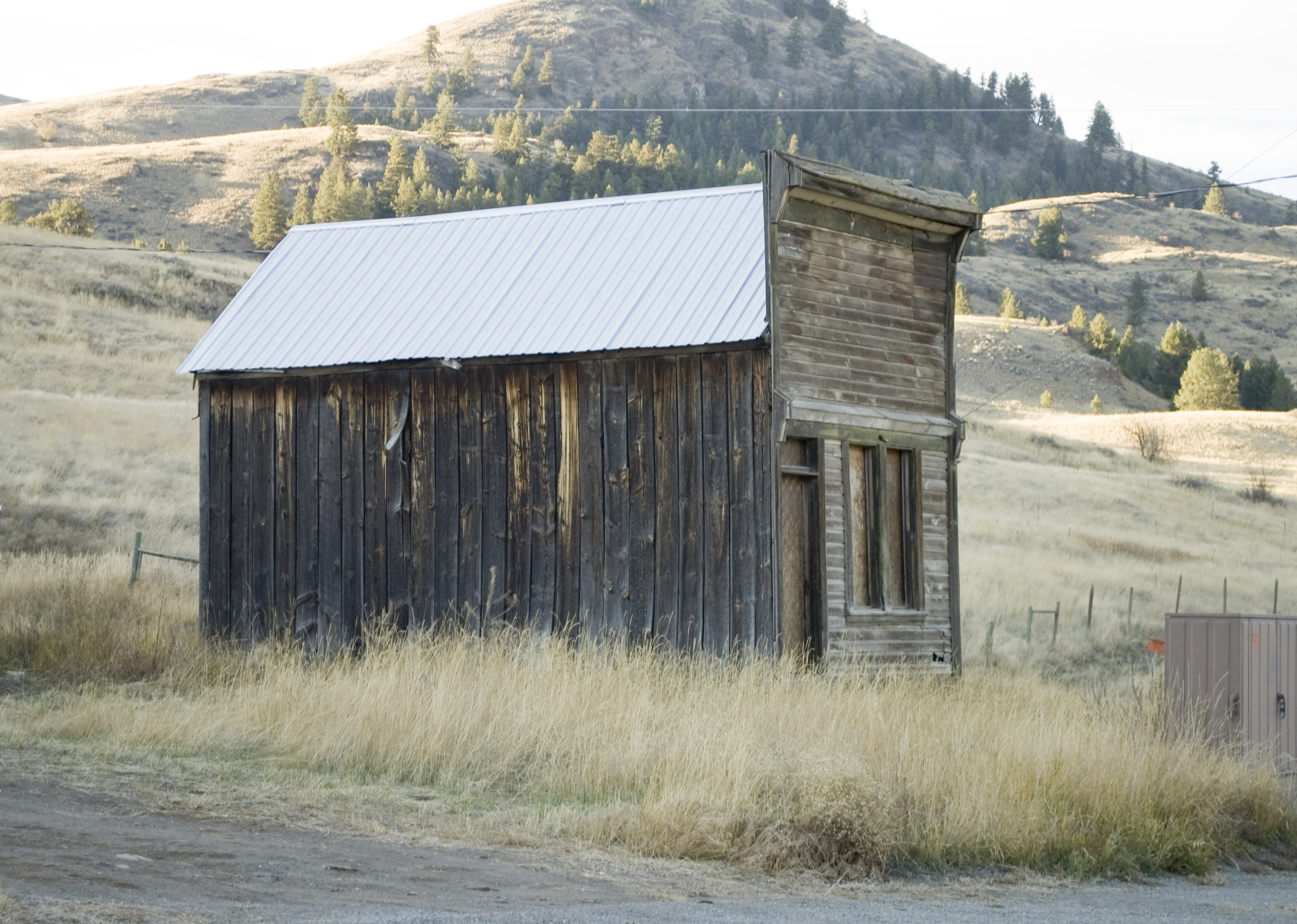 File:Side of a False Front Building in Chesaw WA.jpg ...