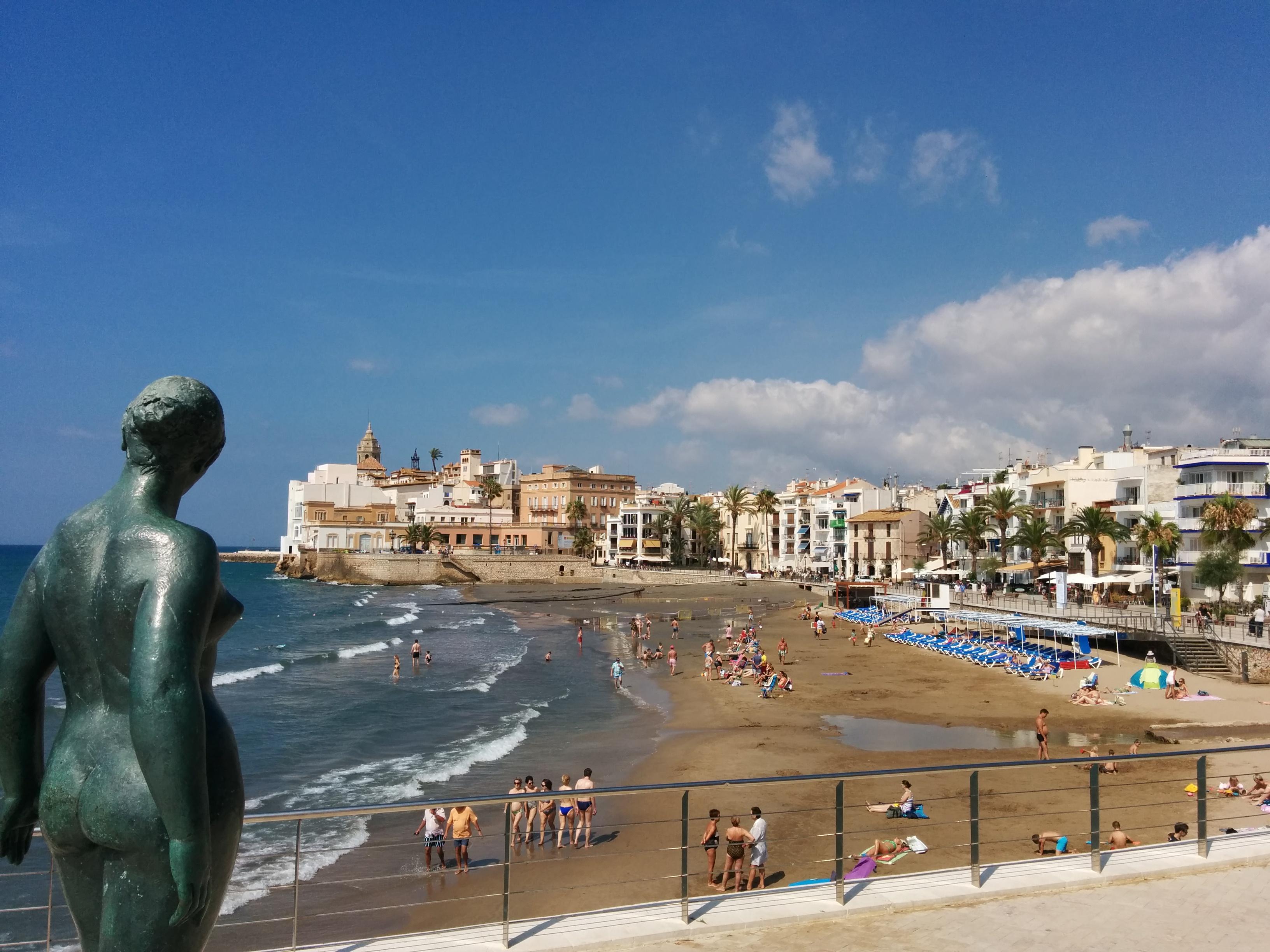 File sitges platja de sant sebasti jpg wikimedia commons - Fotos de sitges barcelona ...