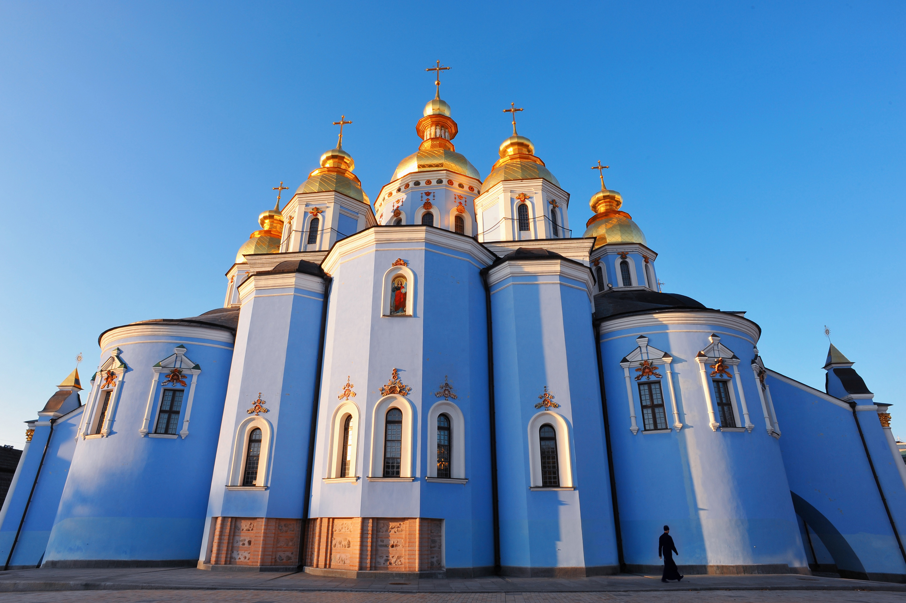 saint michaels golden domed monastery - HD 3000×1996
