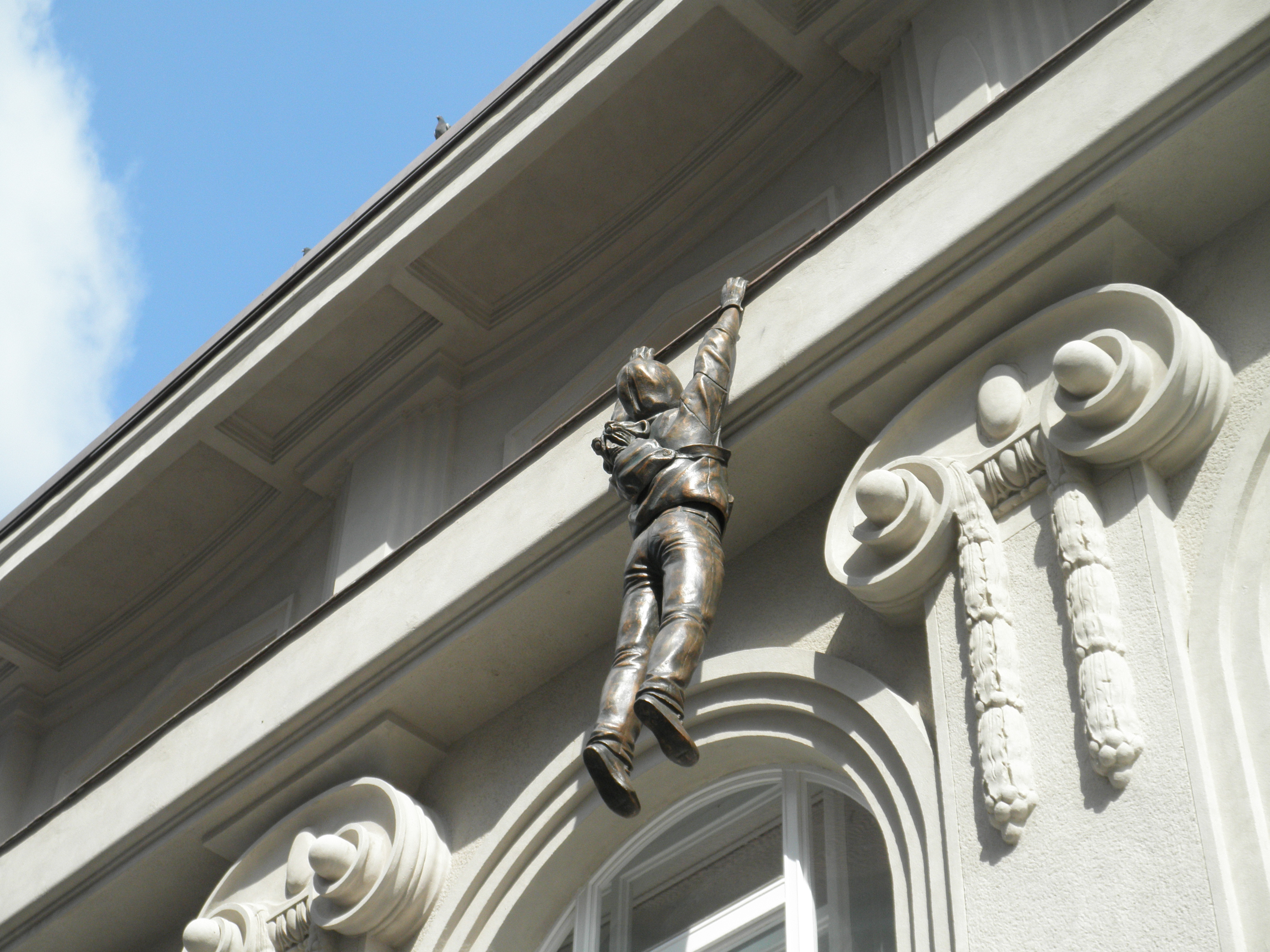 File:Statue Thief by David Cerny.jpg