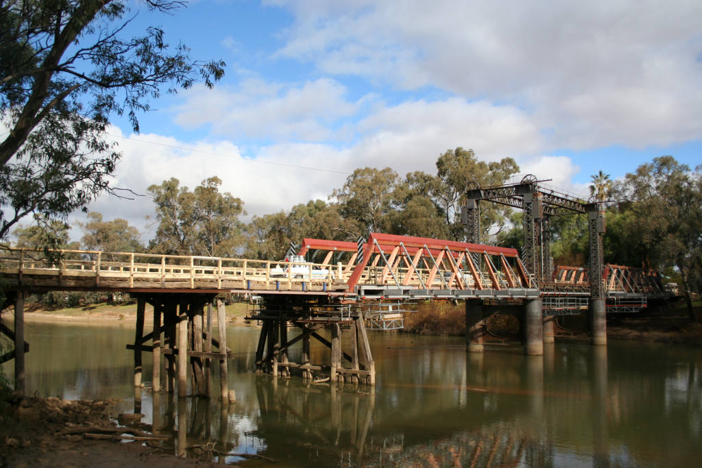 Swan Hill Australia  city pictures gallery : Swan hill bridge murray river Wikipedia, the free ...