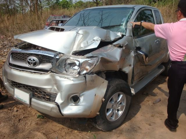 Toyota Hilux crash 8.jpg