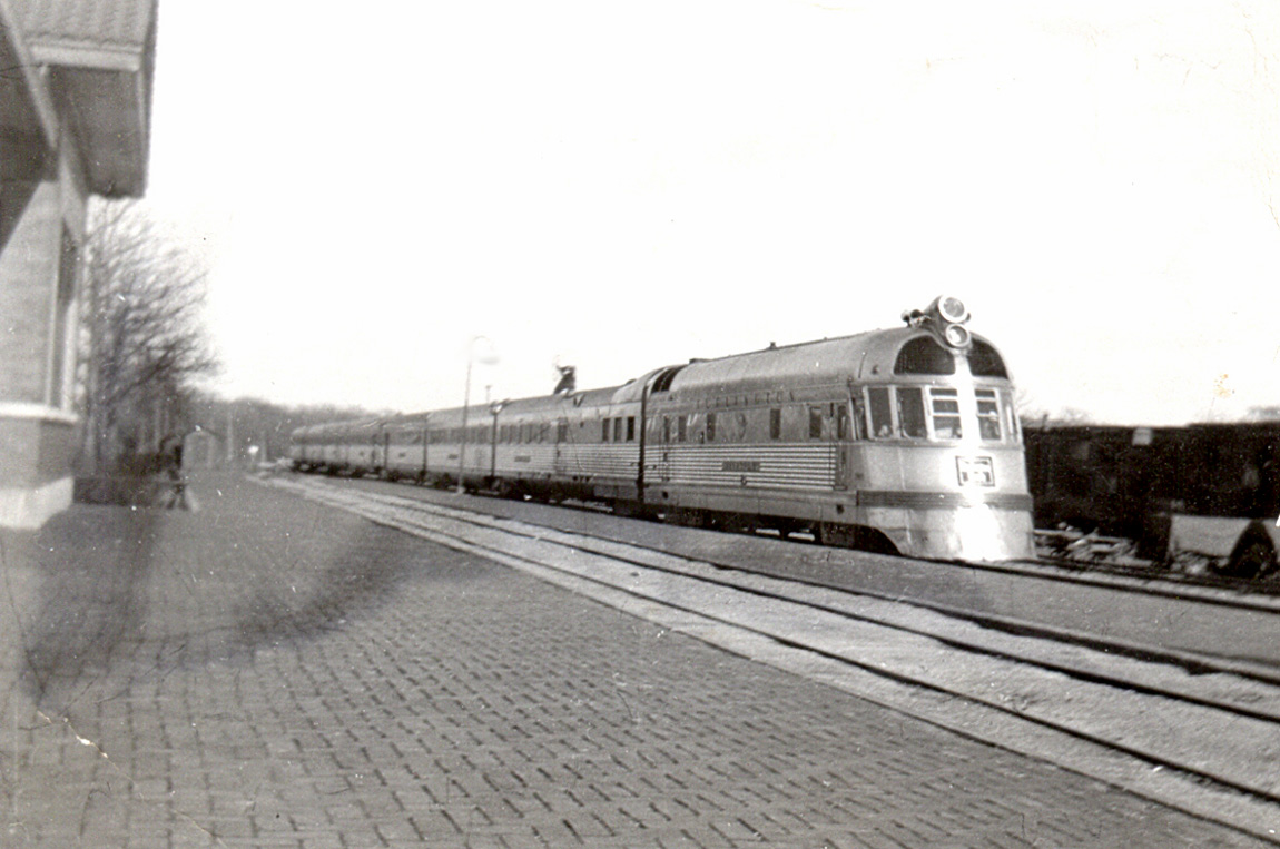 File:Twin Cities Zephyr Oregon Illinois early 1940s.jpg - Wikimedia ...