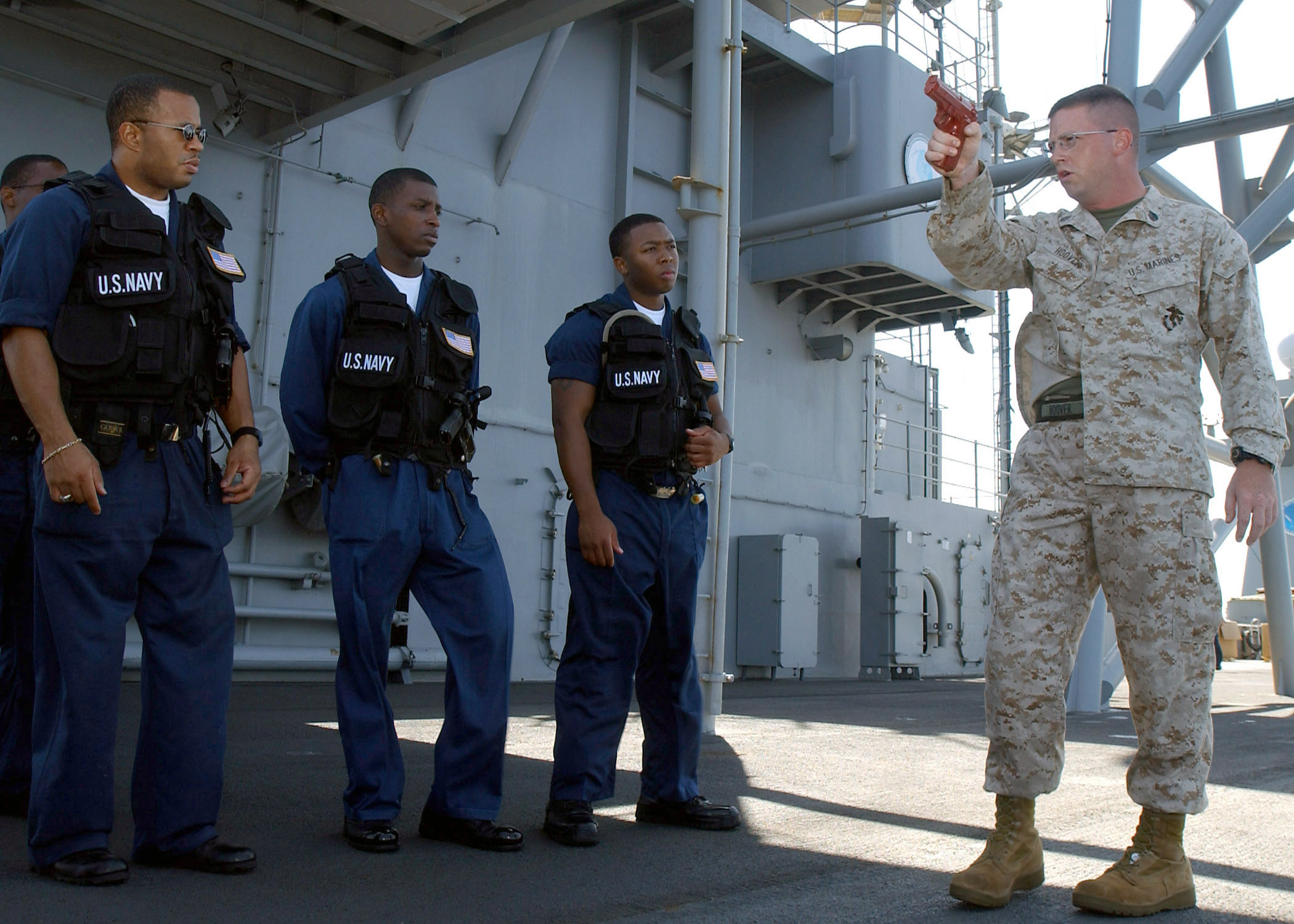 File:US Navy 030403-N-0466M-001 U.S. Marine SSgt Gregory Hoover ...