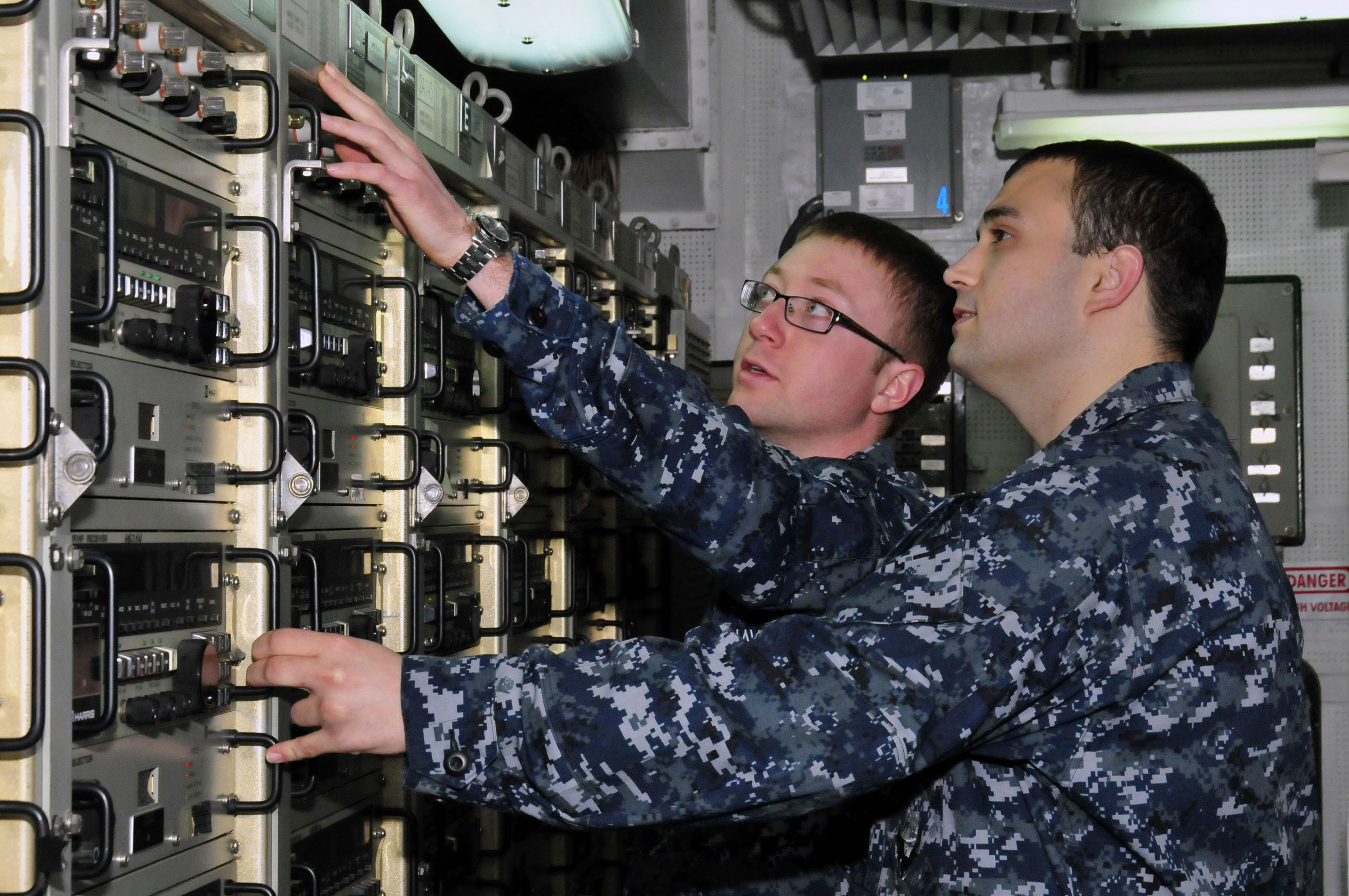 File:US Navy 110130-N-7364R-075 Information Systems Technician 2nd ...