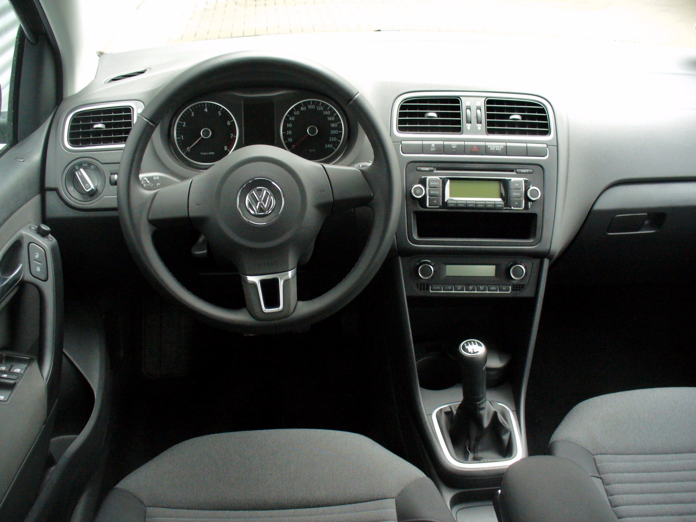 file vw polo v 1 2 comfortline pepper grey interieur jpg wikimedia commons. Black Bedroom Furniture Sets. Home Design Ideas