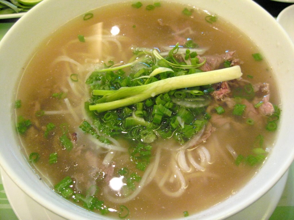 Description Vietnamese Pho Beef Noodles 2007.jpg