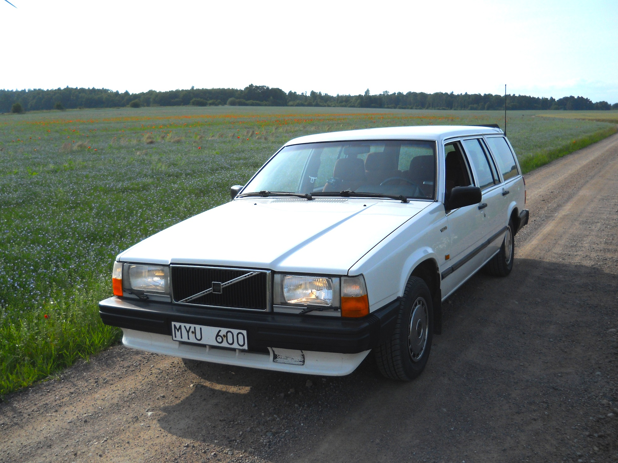 Cars Under 2000 >> File:Volvo-740-estate.jpg - Wikimedia Commons