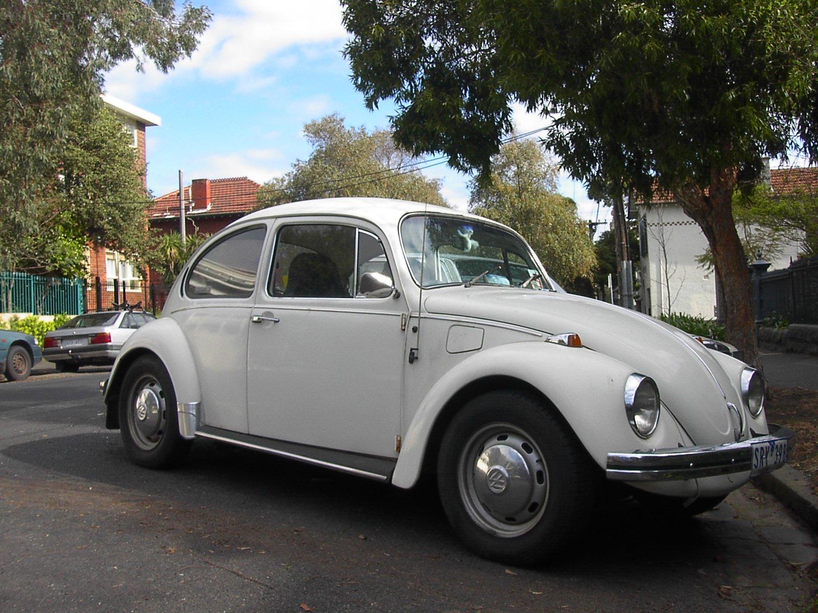 Recherche Beetle / Coccinelle  White_Volkswagen_Beetle
