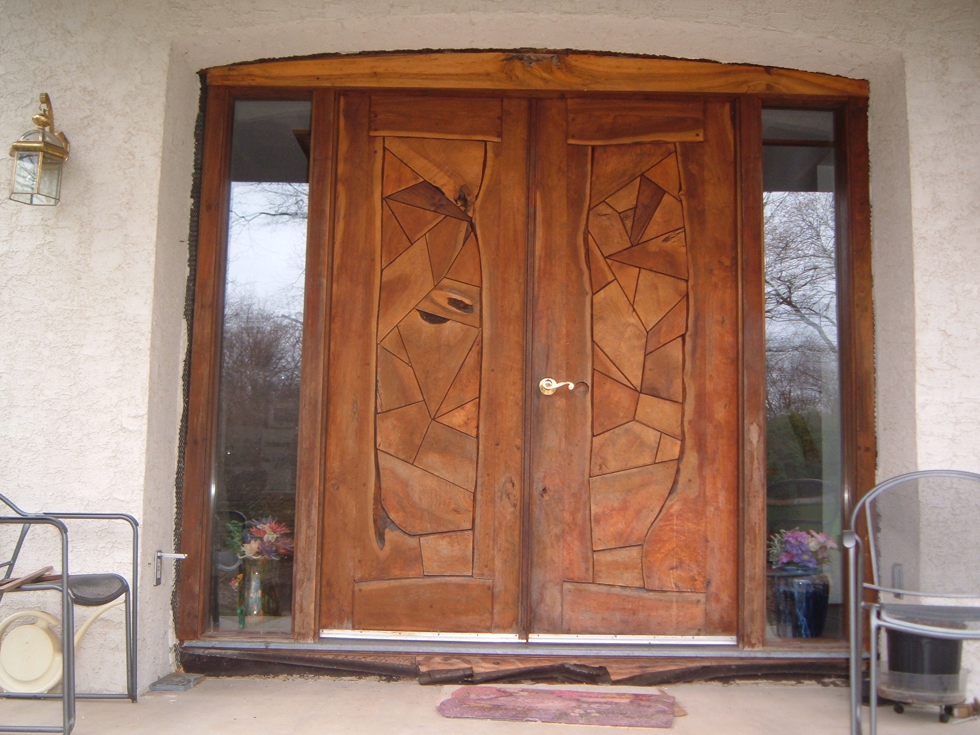 Fichier wooden door jpg wikip dia for Window glass design in kerala