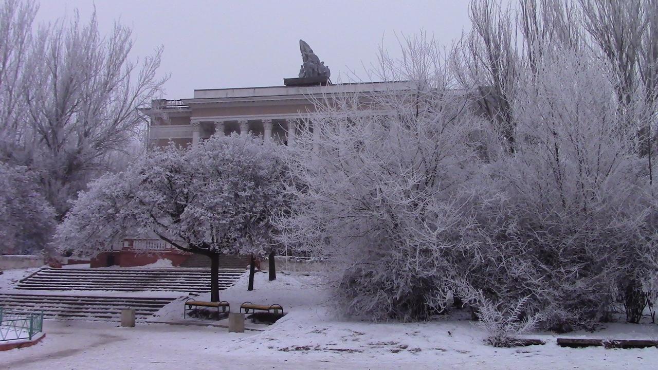 Сквер около Дворца культуры горняков на площади Горняцкой славы
