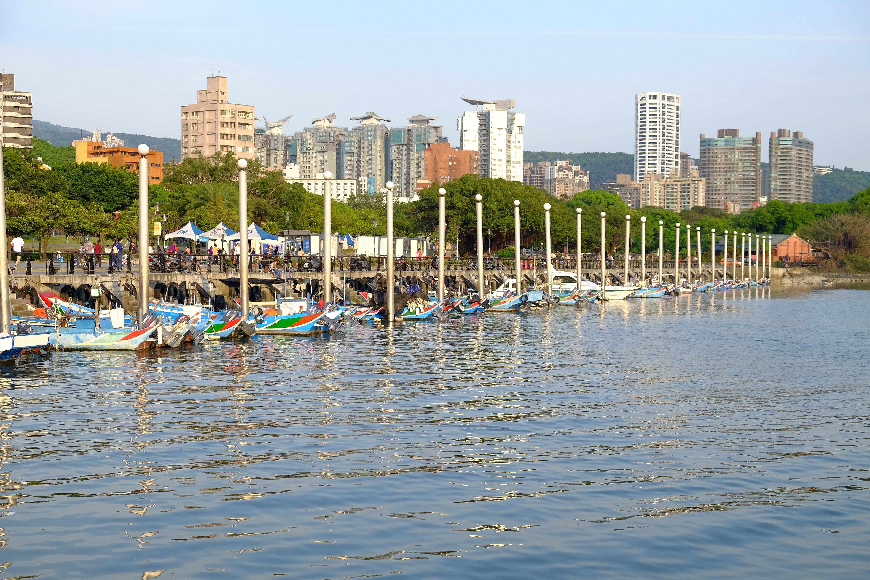 File:淡水河口漁船FUJI2936.JPG