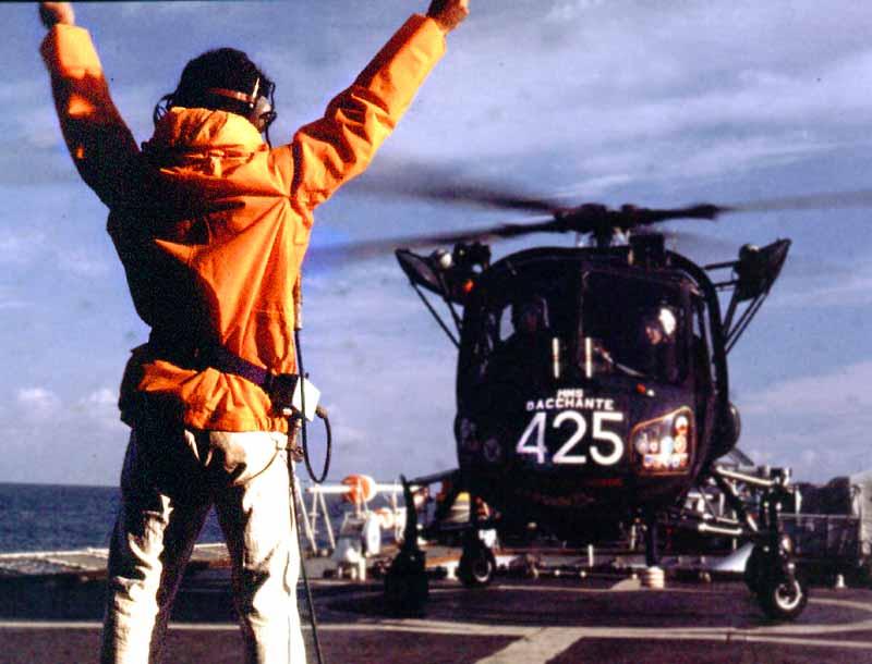 File:02 425 landing on HMS Bacchante Med Dec 76.jpg