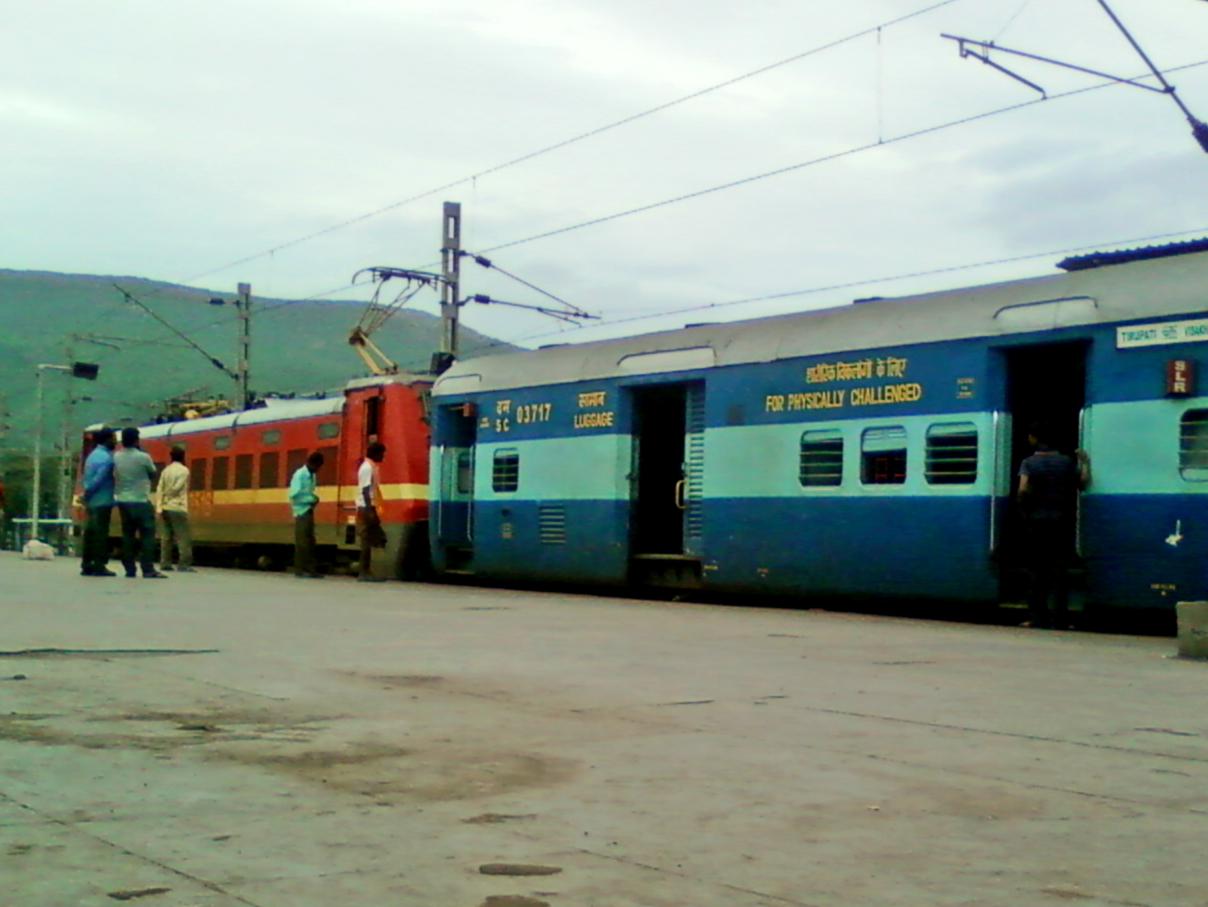 File:17488 Tirumala Express at Visakhapatnam 01.jpg