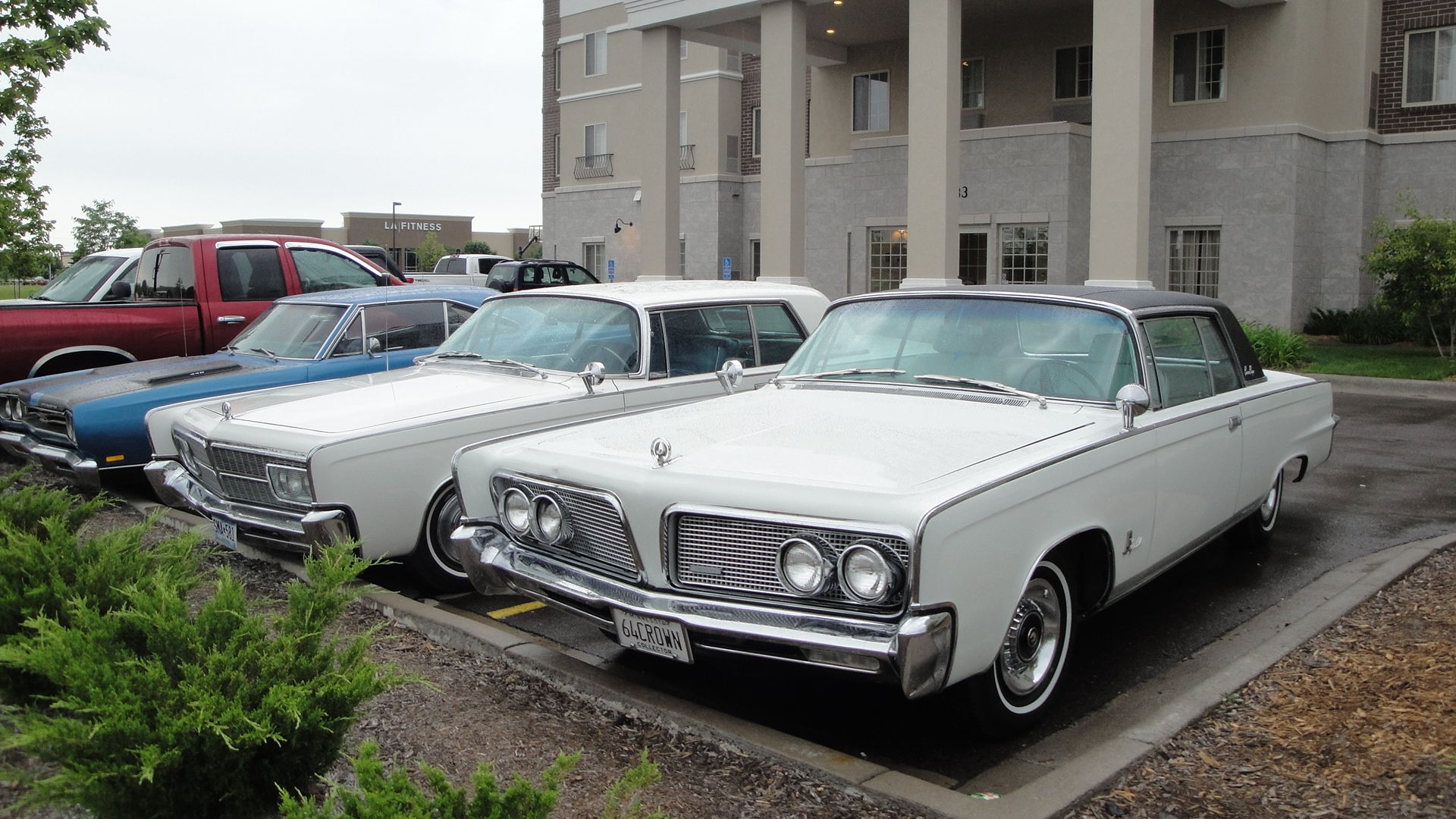 File 64 & 65 Imperial Crown Coupes Wikimedia mons