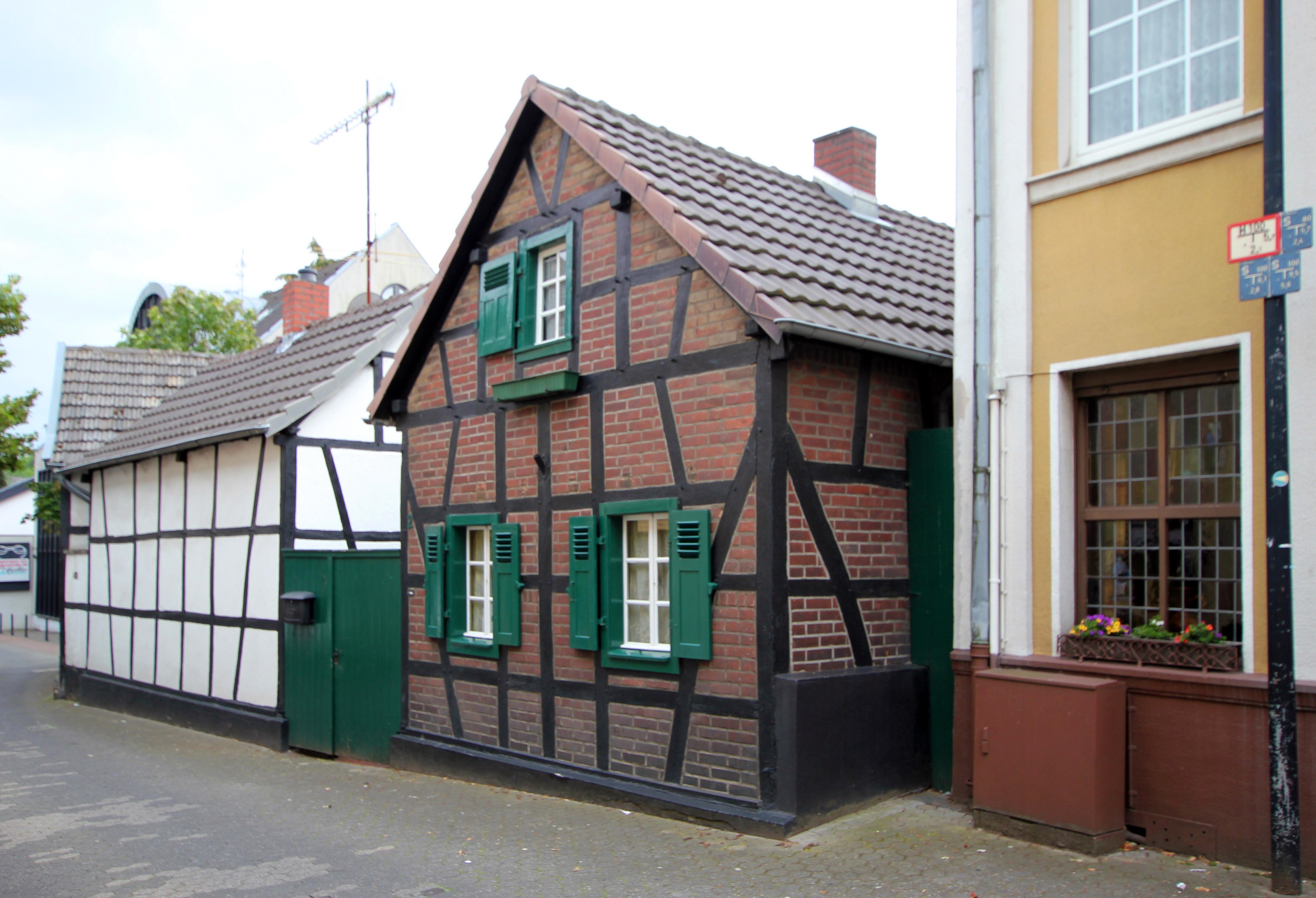 File:Alt-Hürth Pastoratstraße 2.jpg - Wikimedia Commons