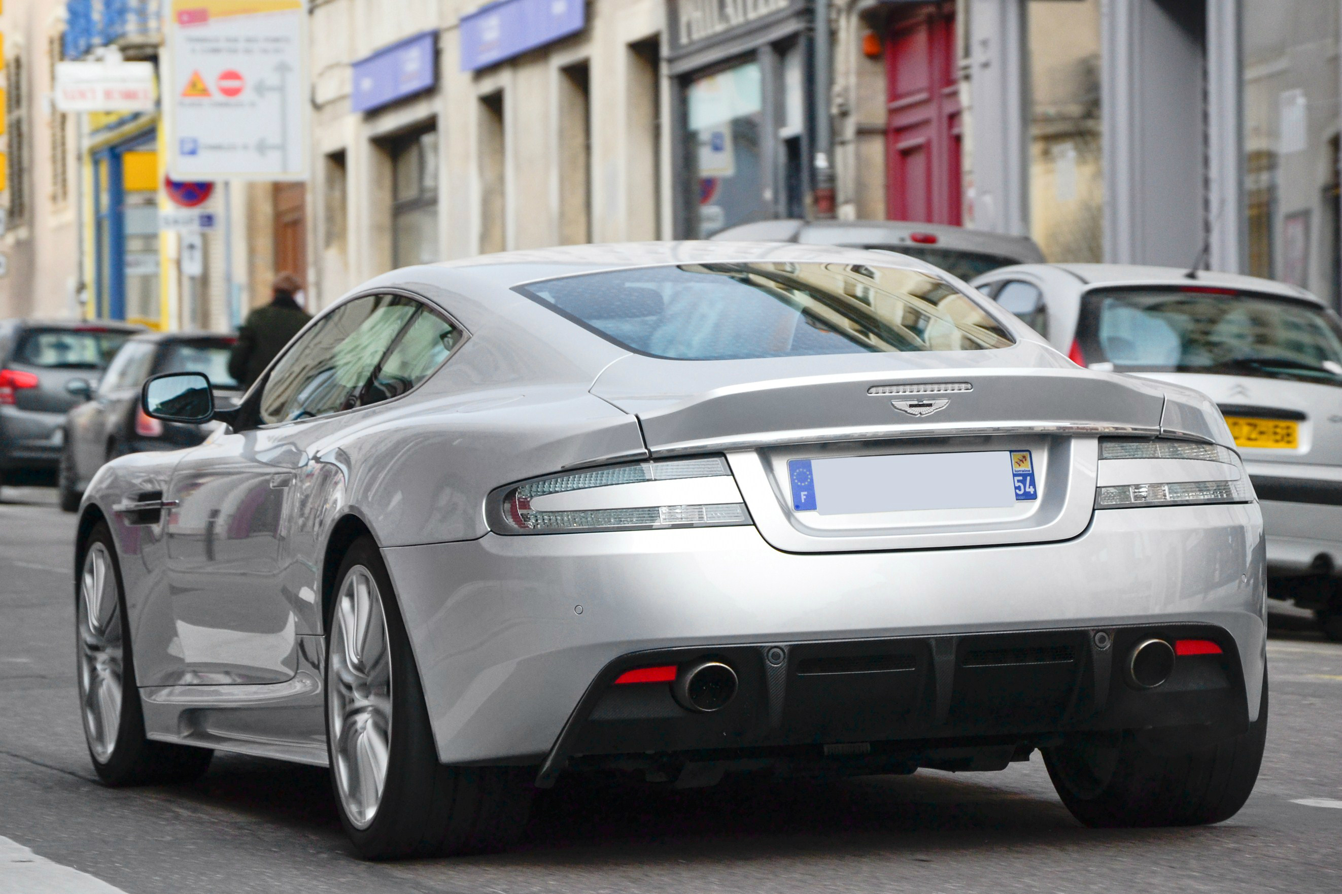 Aston Martin DBS – wolna encyklopedia