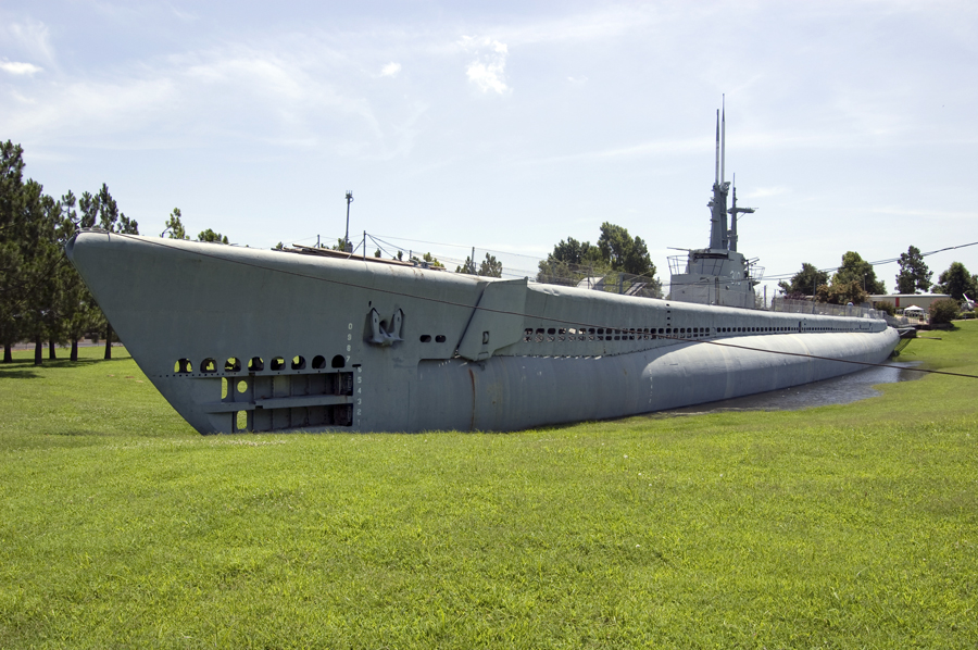 File:Balao-class submarine USS Batfish (SS-310) on display