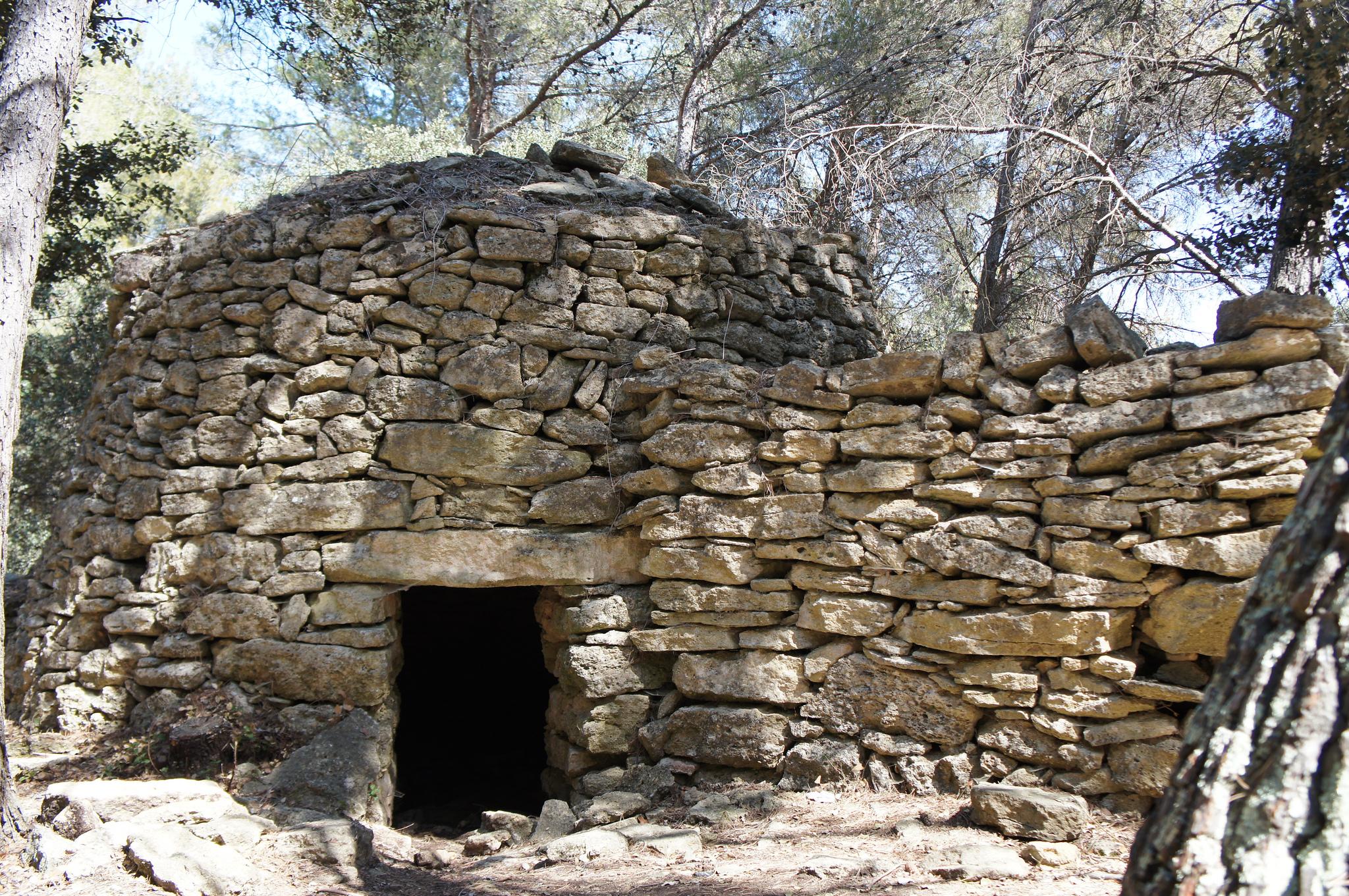 File borie et mur de pierre s che cornillon - Peindre un mur en parpaing brut ...