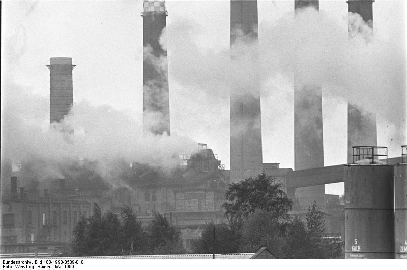 File:Bundesarchiv Bild 183-1990-0509-018, Umweltbelastung in Lauchhammer.jpg