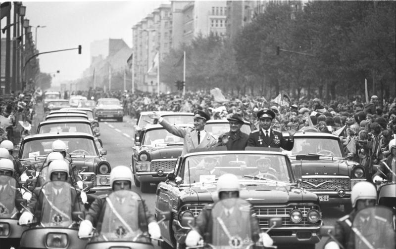 File:Bundesarchiv Bild 183-T0921-109, Berlin, Empfang der Kosmonauten Jähn und Bykowski.jpg