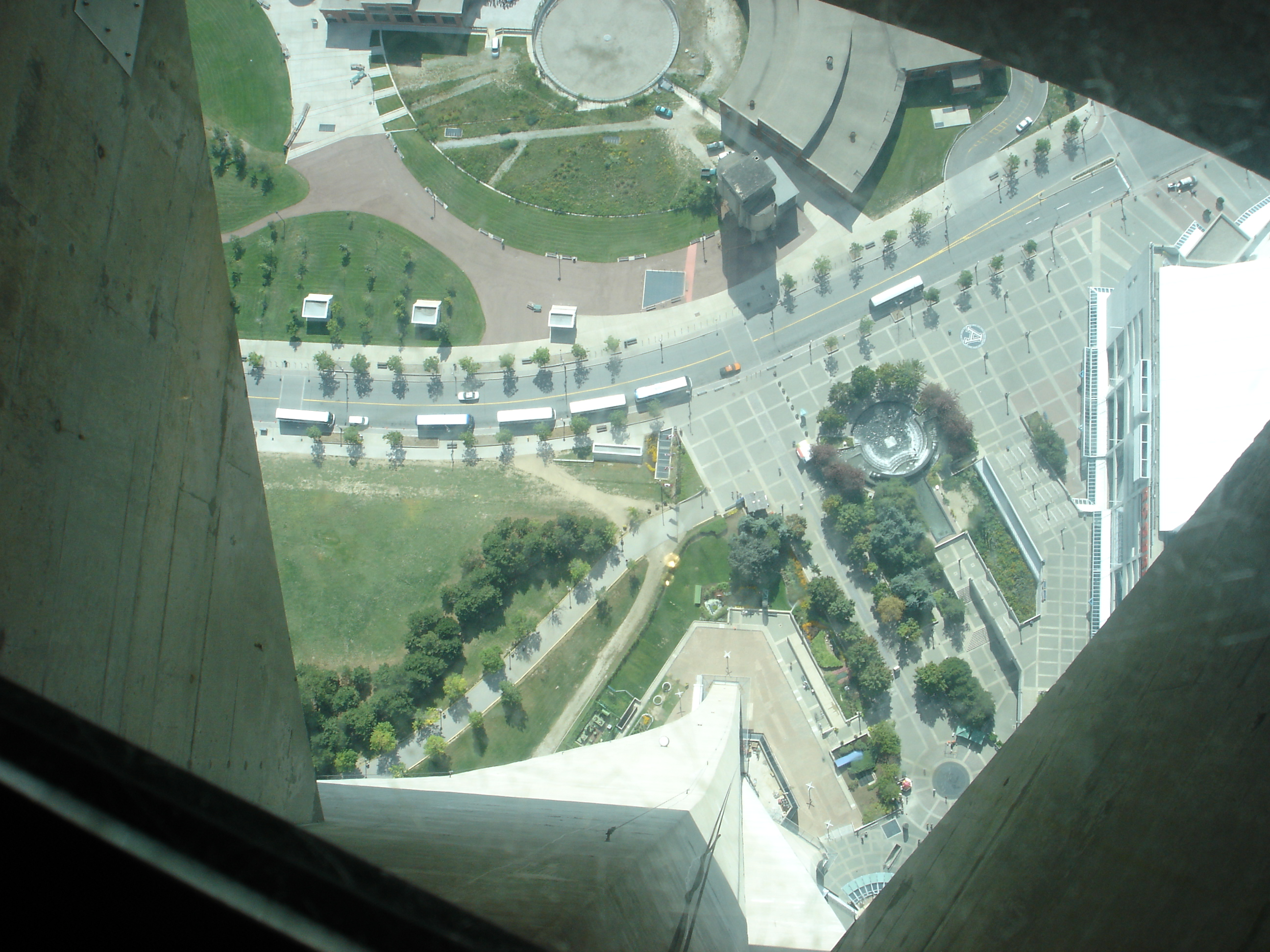 Infotainment seven places to avoid if you hate heights for How many floors in the cn tower