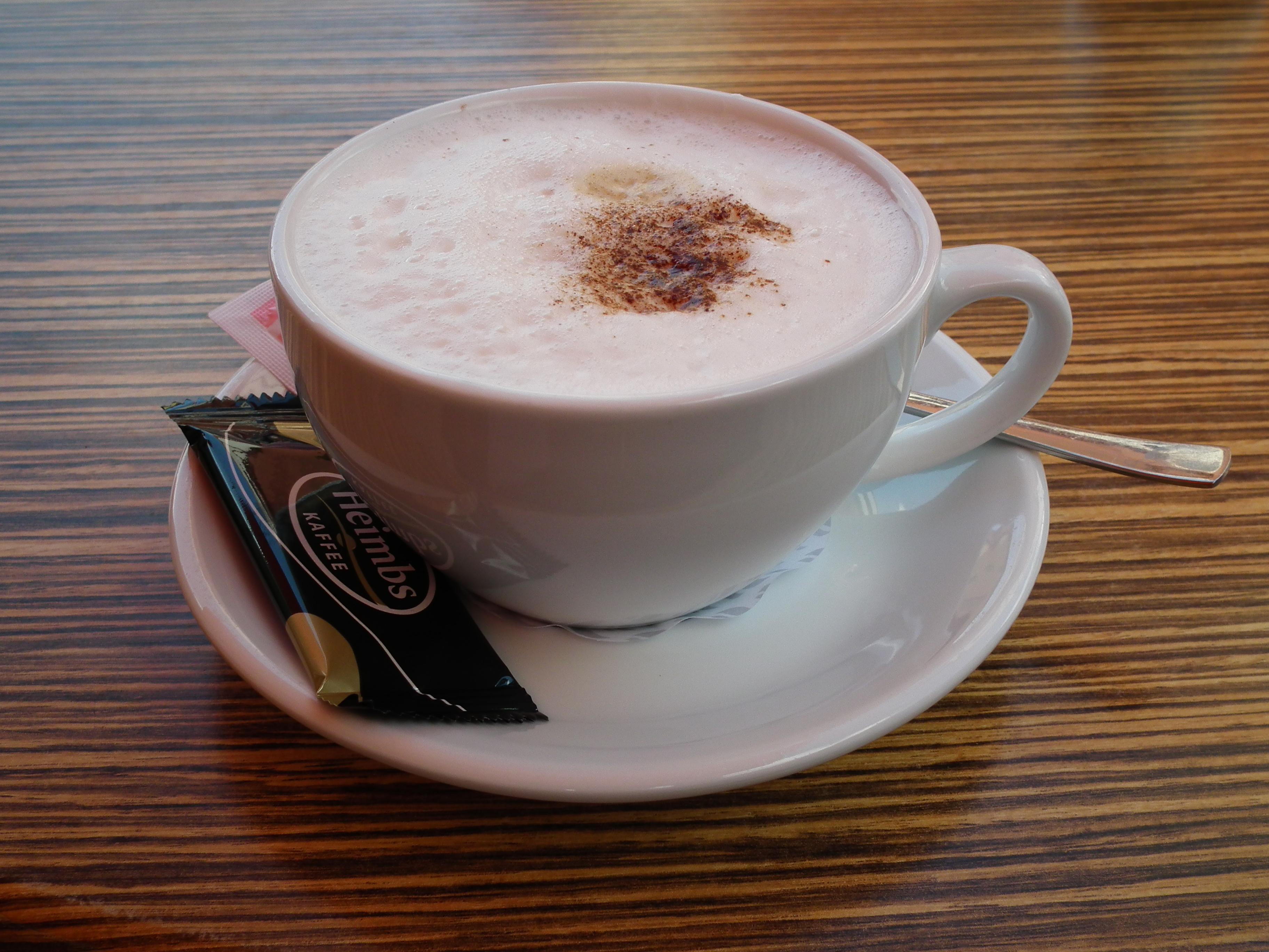File:Cappuccino in weißer Tasse.JPG - Wikimedia Commons