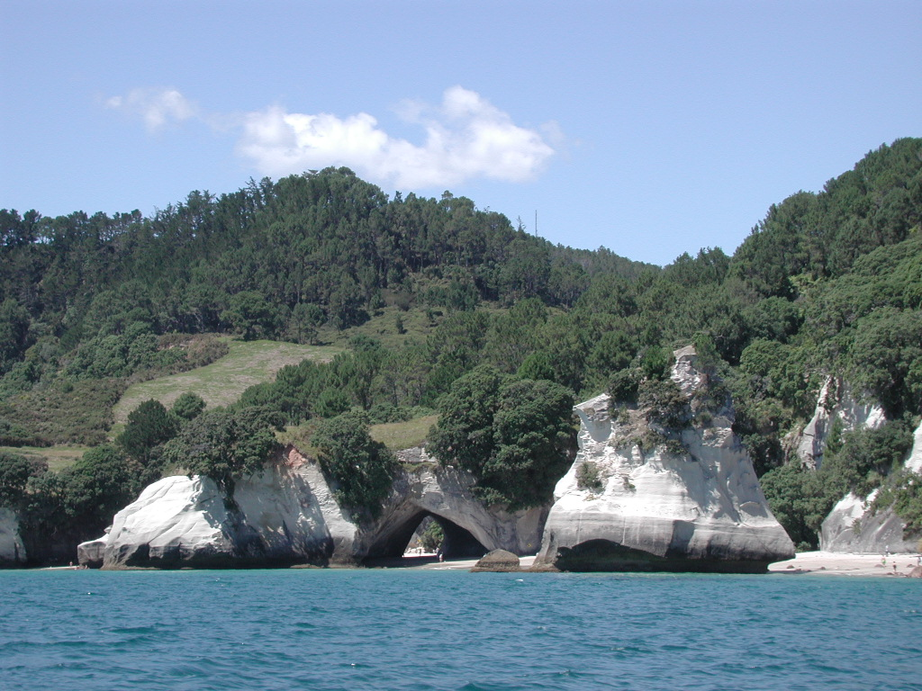 Description Cathedral Cove and Te Hoho Rock jpgCathedral Cove