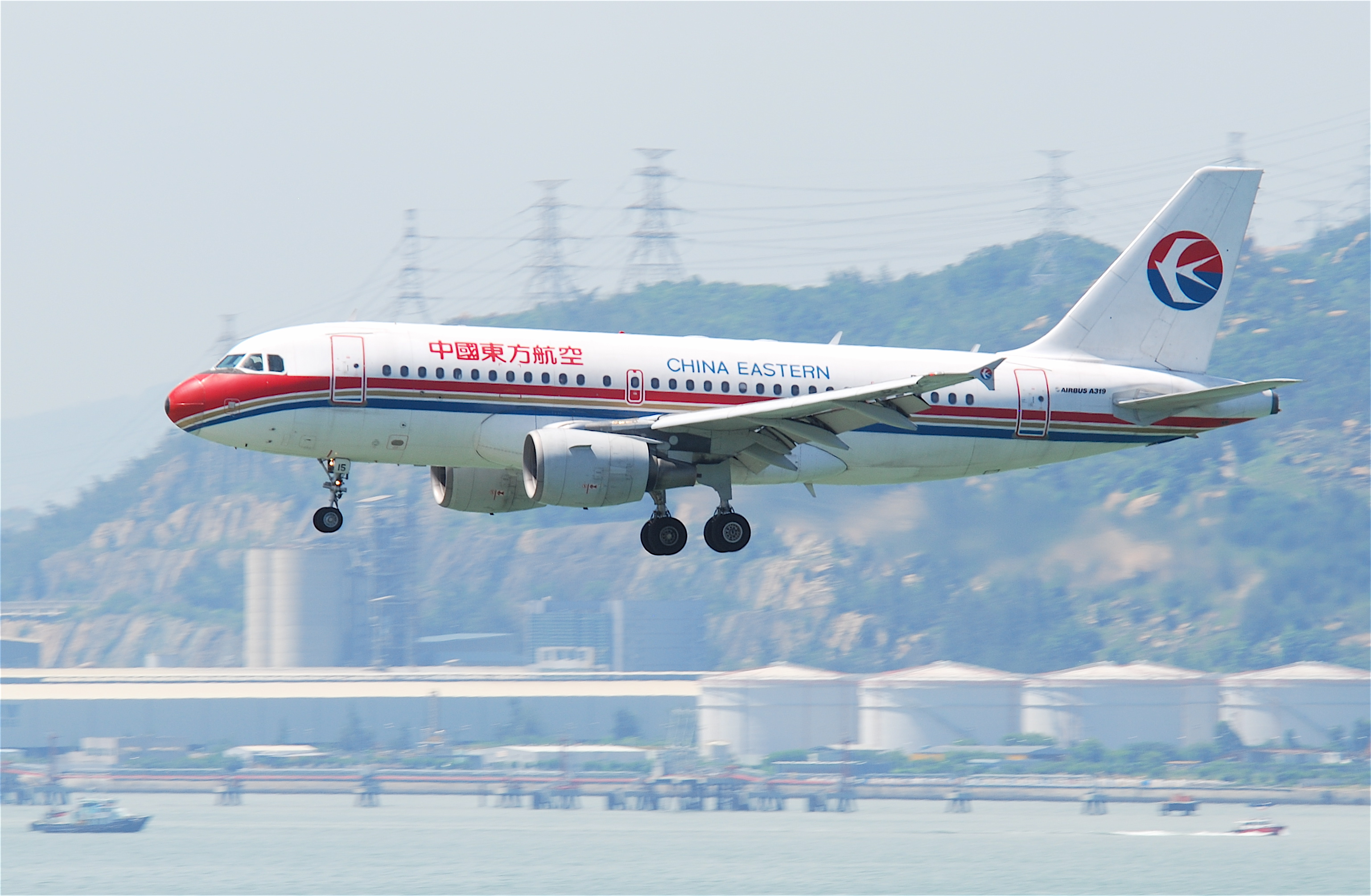 File china eastern airlines airbus a319 112 b 2215 hkg 31 - China eastern airlines sydney office ...