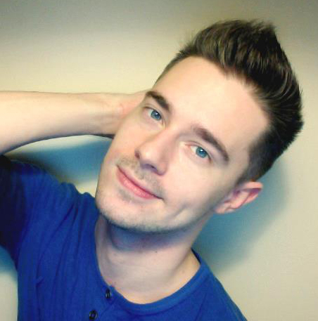 The 29-year old son of father (?) and mother(?), 172 cm tall Chris Crocker in 2017 photo
