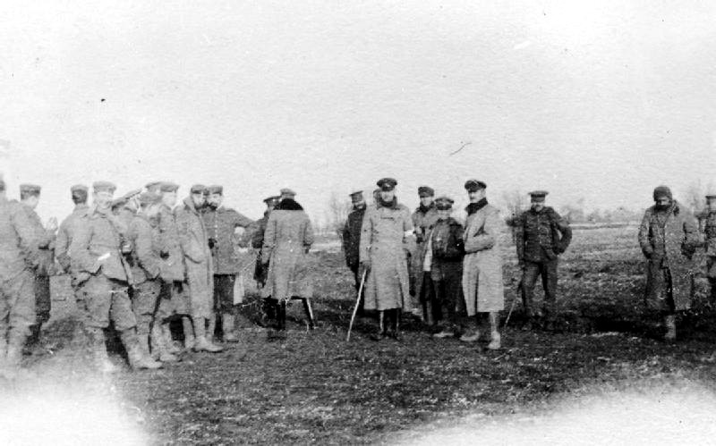 https://upload.wikimedia.org/wikipedia/commons/6/6e/Christmas_Truce_1914.png