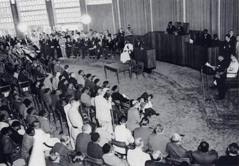 President Joseph Kasa-Vubu speaking at the independence ceremony. Léopoldvile, Congo. June 30, 1960 [797x556]