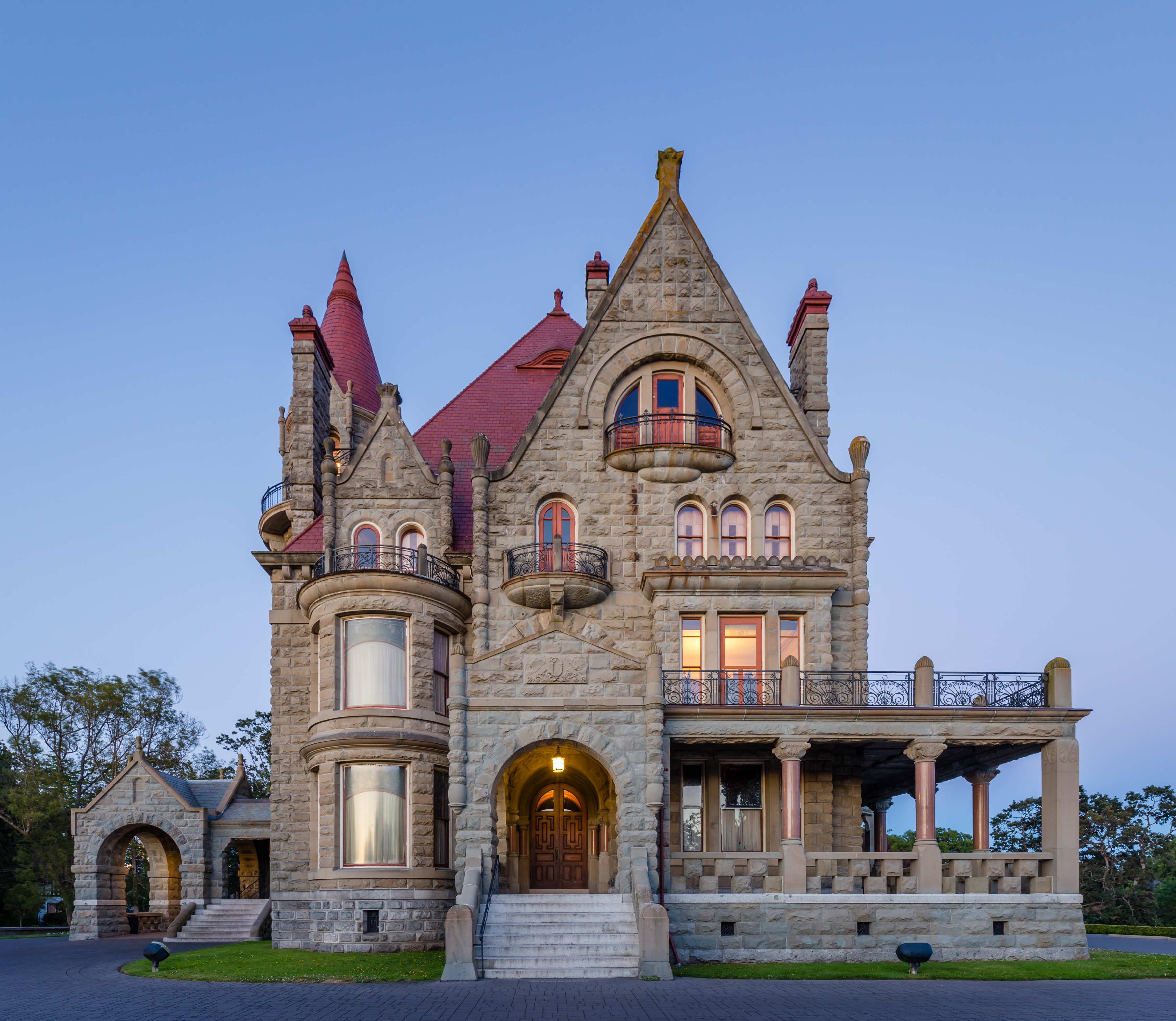 file craigdarroch castle just after sunset view from the. Black Bedroom Furniture Sets. Home Design Ideas