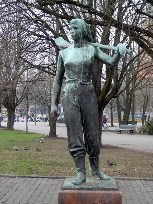 Fritz Cremer Aufbauhelferin - Quelle: Wikipedia