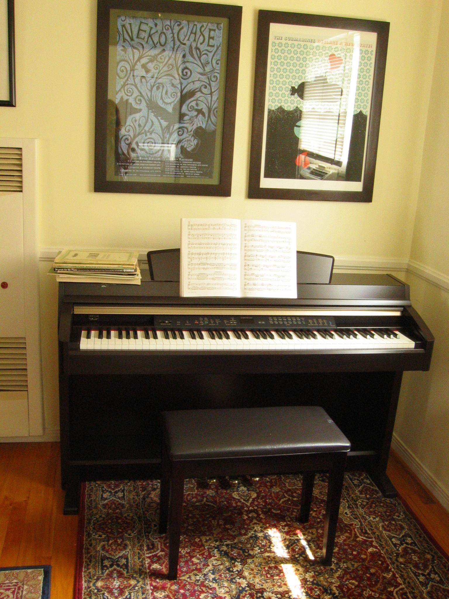 File digital piano yamaha wikimedia commons for Yamaha digital piano clavinova