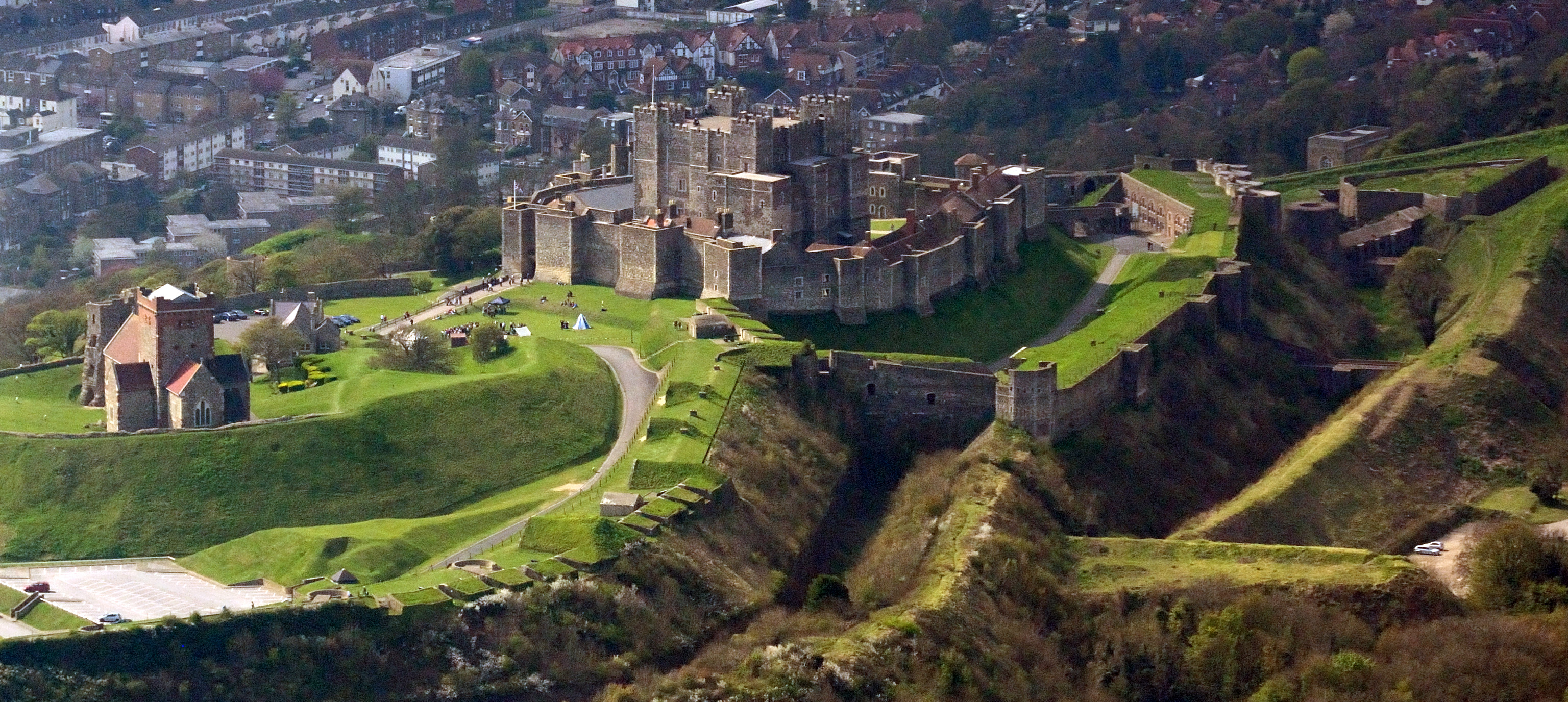 File:Dover Castle aerial view.jpg - Wikimedia Commons