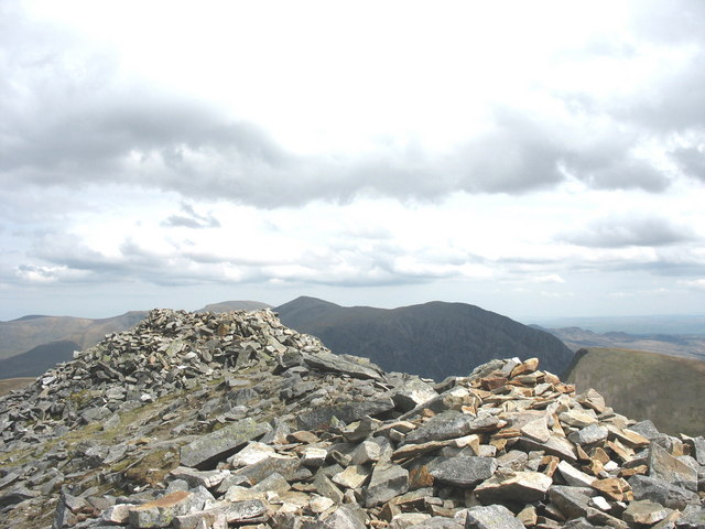 Elidir Fawr - the Summit Cairn and Shelter - geograph.org.uk - 226957