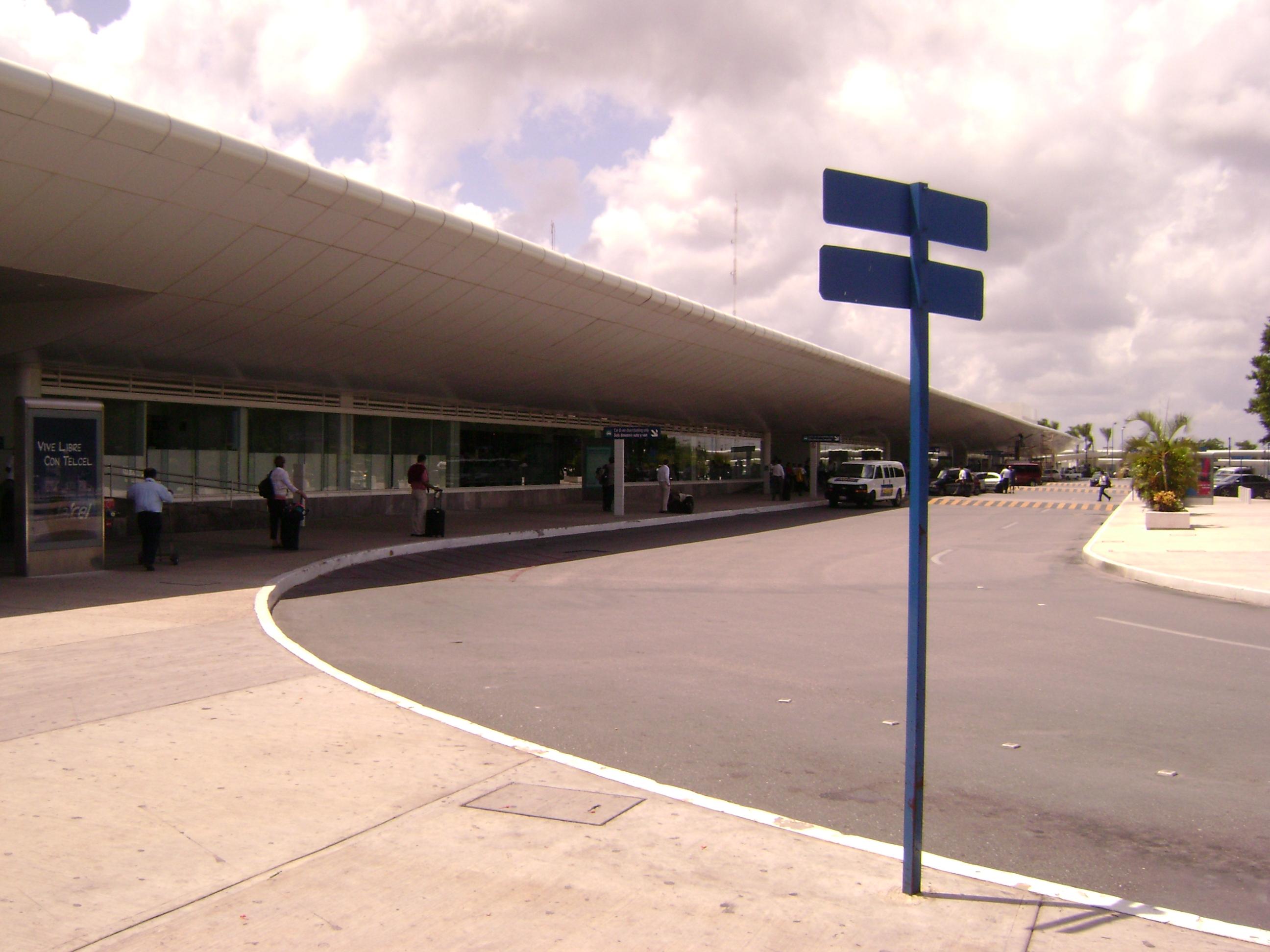 Exterior aeropuerto internacional de cancun
