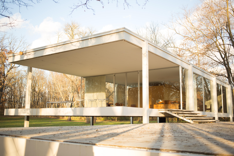 File farnsworth house by mies van der rohe for Casa minimalista de mies van der rohe