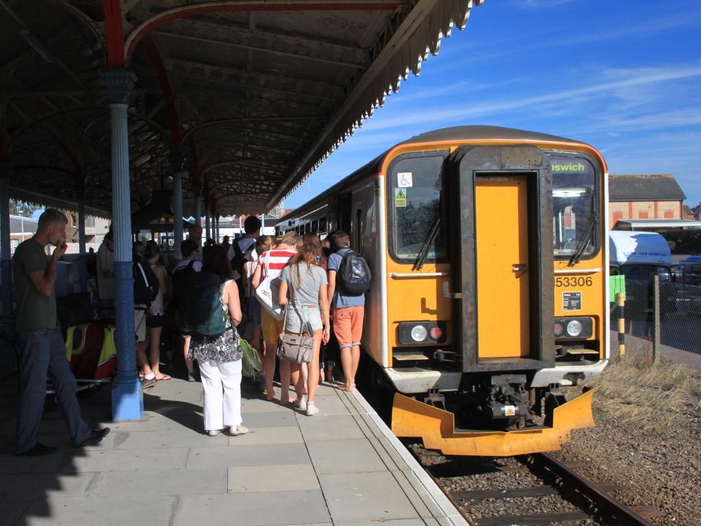 File:Felixstowe - Greater Anglia 153306 boarding crowds.jpg
