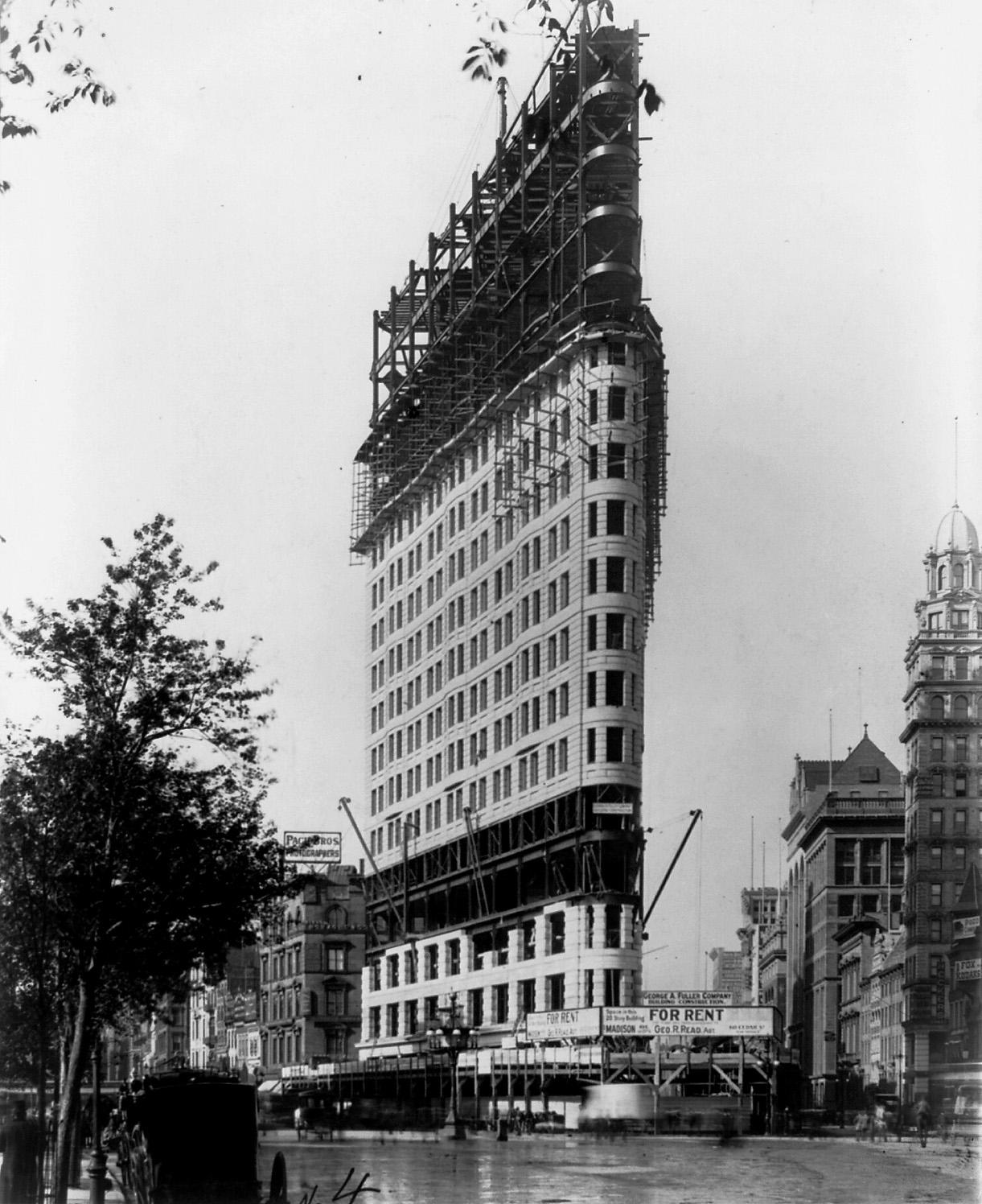 Empire State Building, 1930s - Photos - Manhattan under ... |City Under Construction