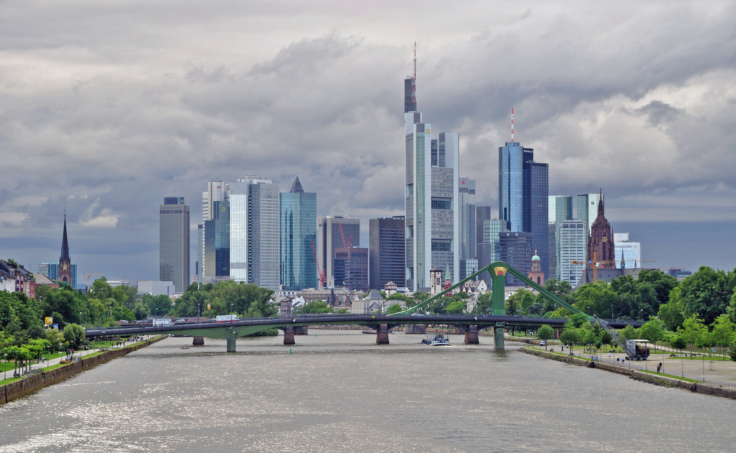 datei frankfurt skyline von deutschherrnbr cke 2 wikipedia. Black Bedroom Furniture Sets. Home Design Ideas