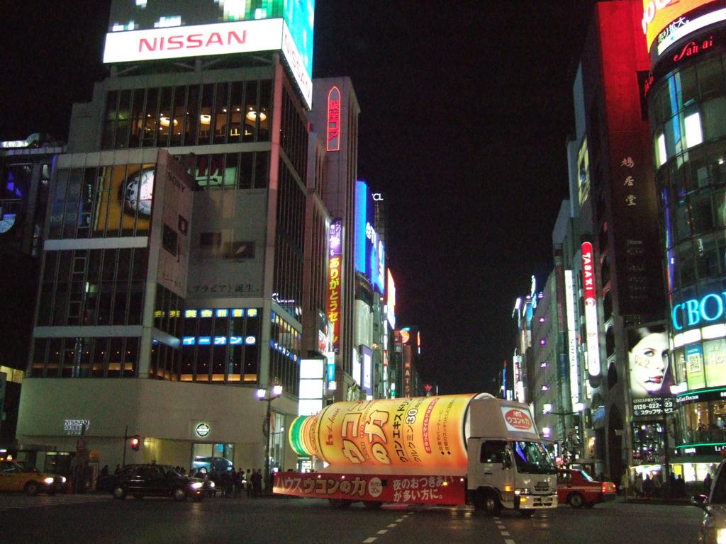 Ginza 4, Chuo-dori St. 2005 (73602211).jpg