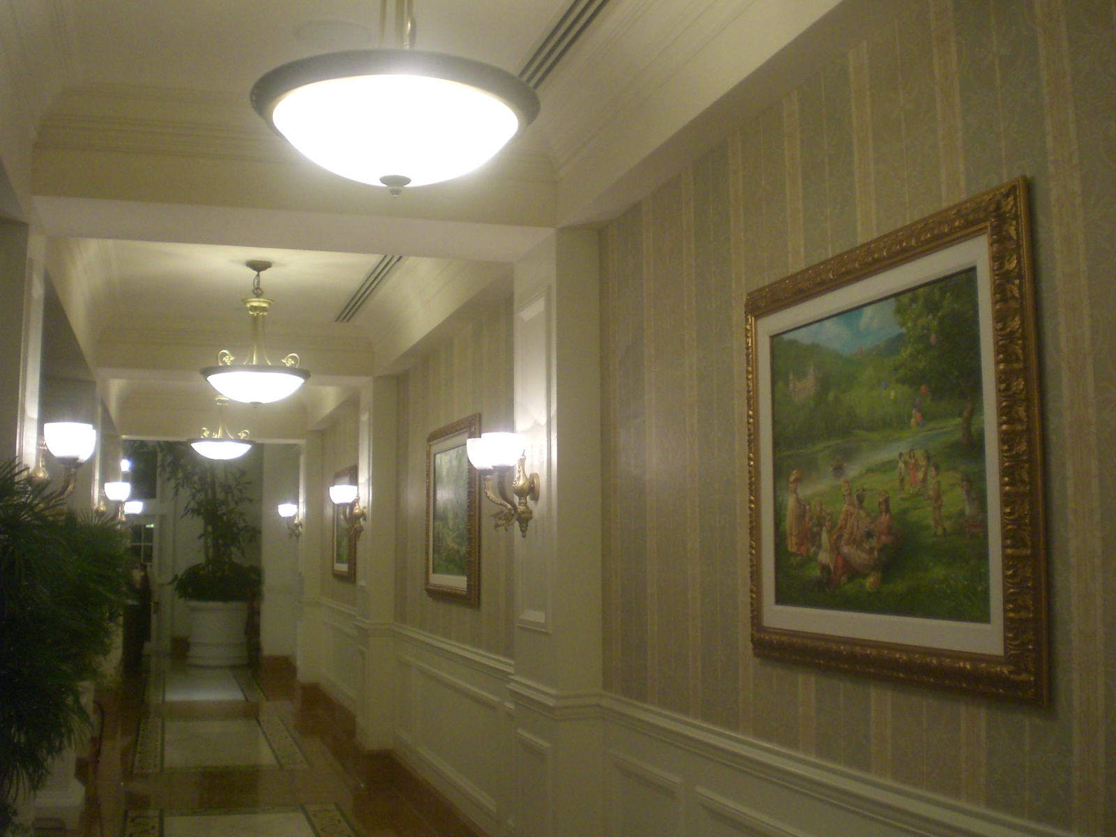 File HK Disneyland Hotel 3rd Floor Corridor Wallpaper