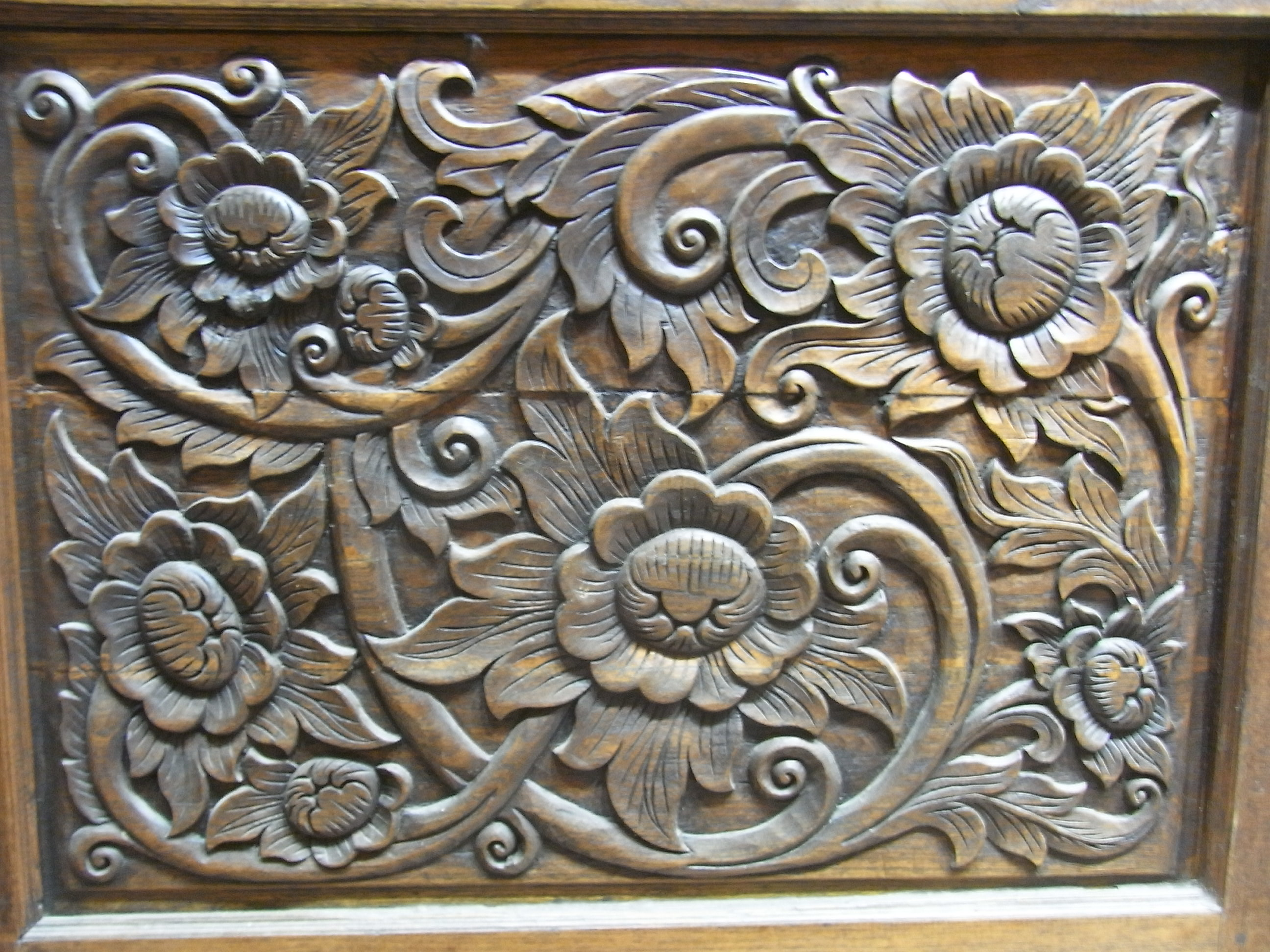 Hennessy Road Wing Cheong Building 03 Thai wood carving Nov-2012.JPG ...