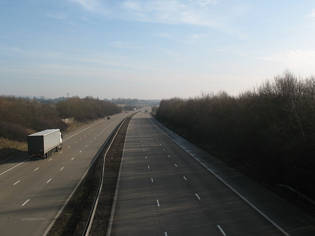 File:Half-empty motorway - geograph.org.uk - 1140736.jpg