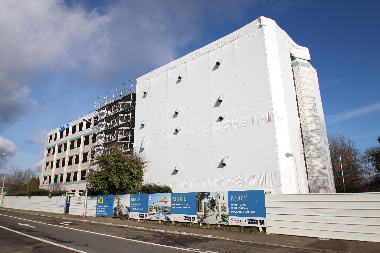 Immeuble en rénovation à Meudon le 17 décembre 2017 - 5.jpg Français : Immeuble Sirius en cours de rénovation situé 9 route du Colonel Marcel
