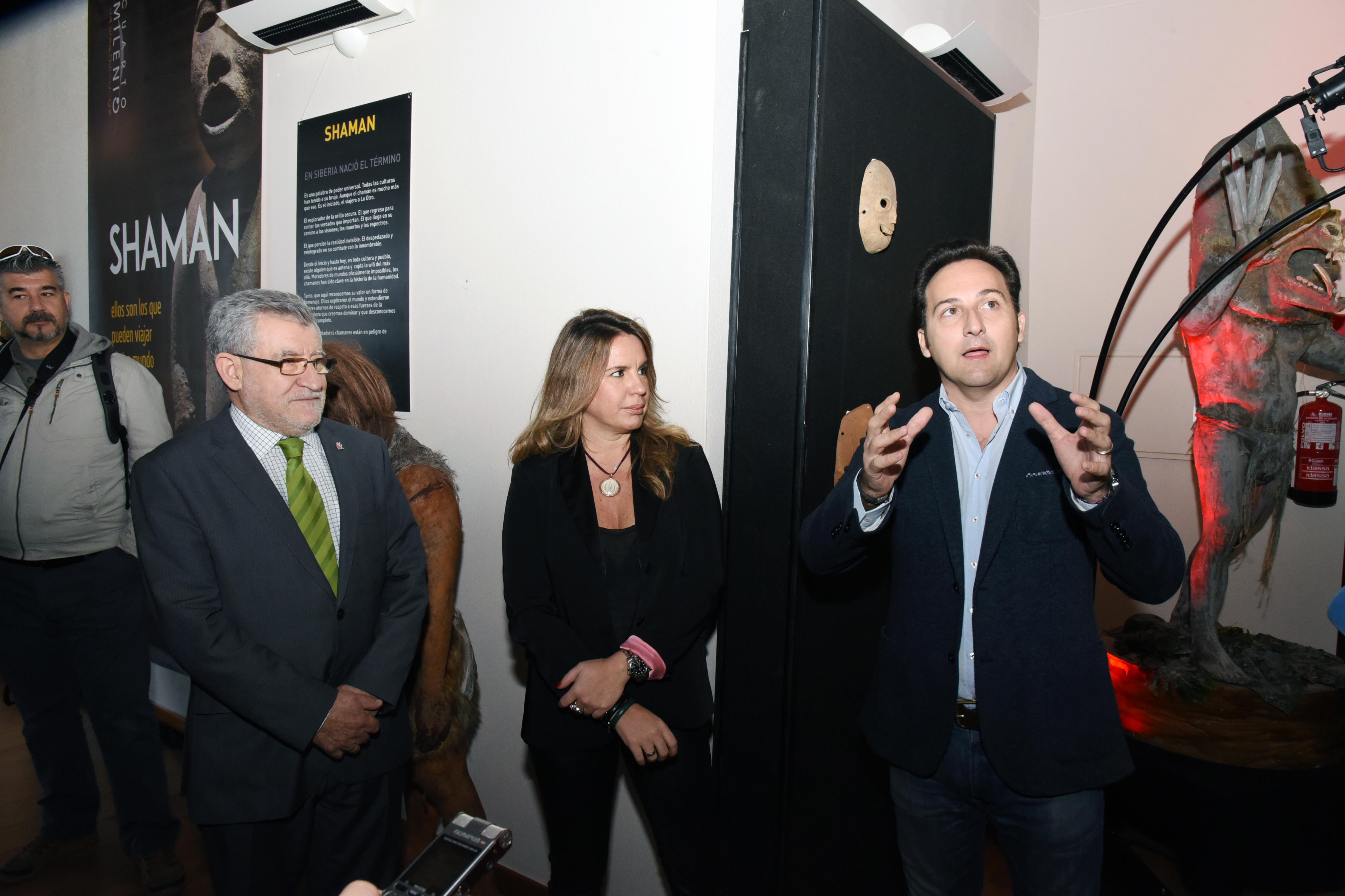 Datei:Inauguración exposición \'Cuarto milenio\' (31906217200).jpg ...